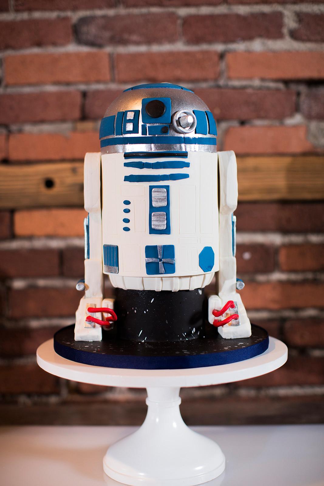 R2-D2 star wars grooms cake