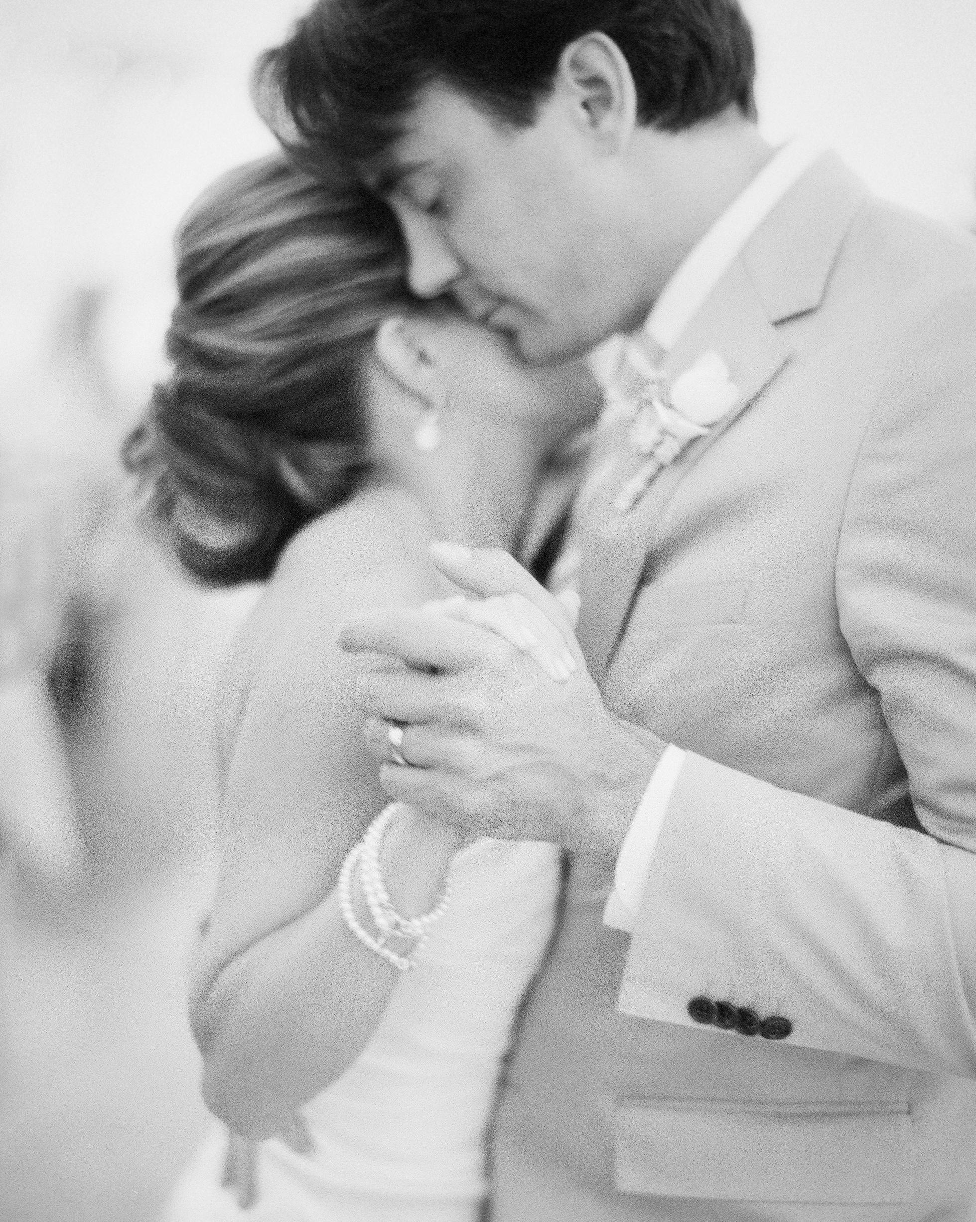 joanna-kyle-real-wedding-29450013-d111223-0814.jpg