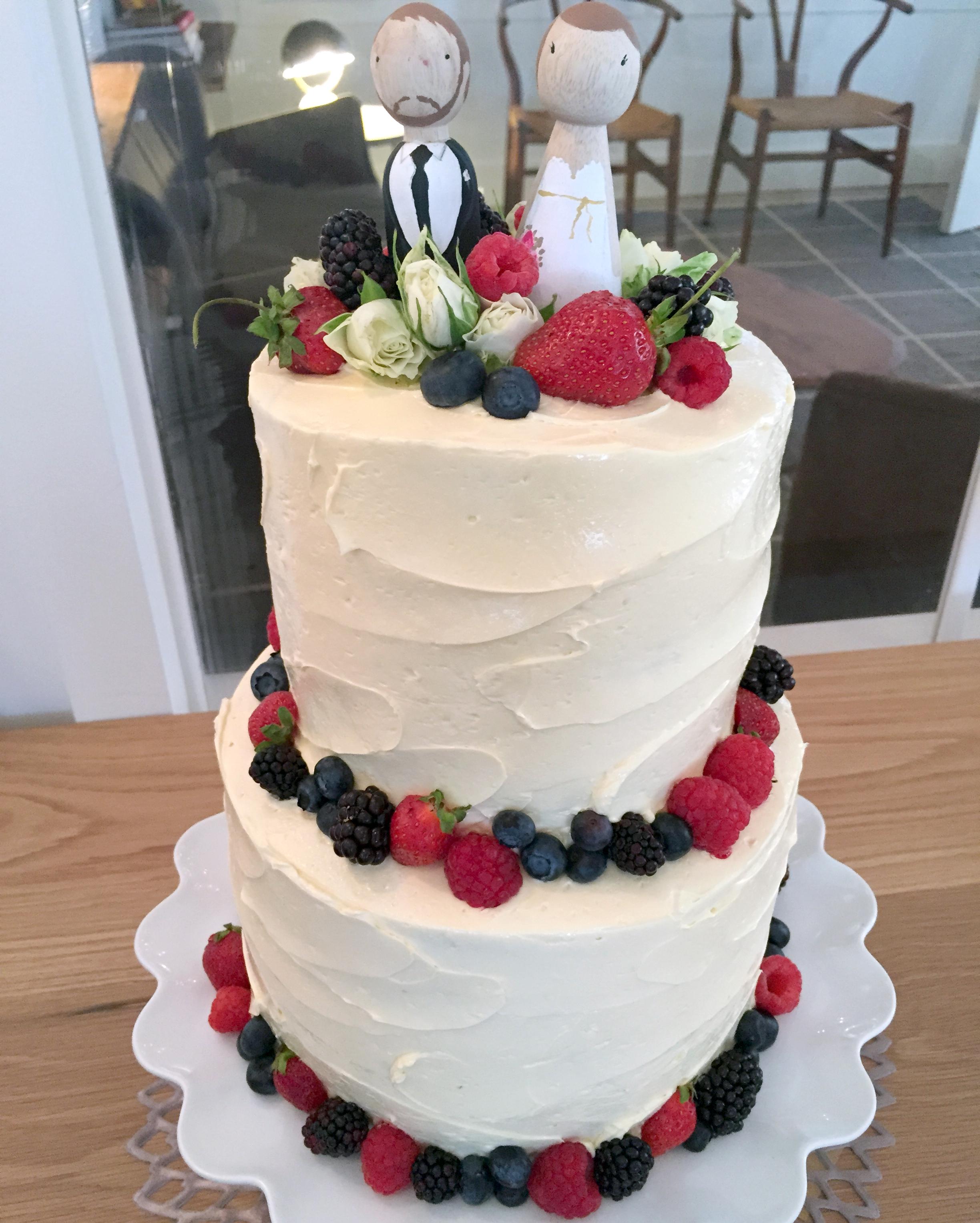 food52-footed-cake-platter-0615.jpg