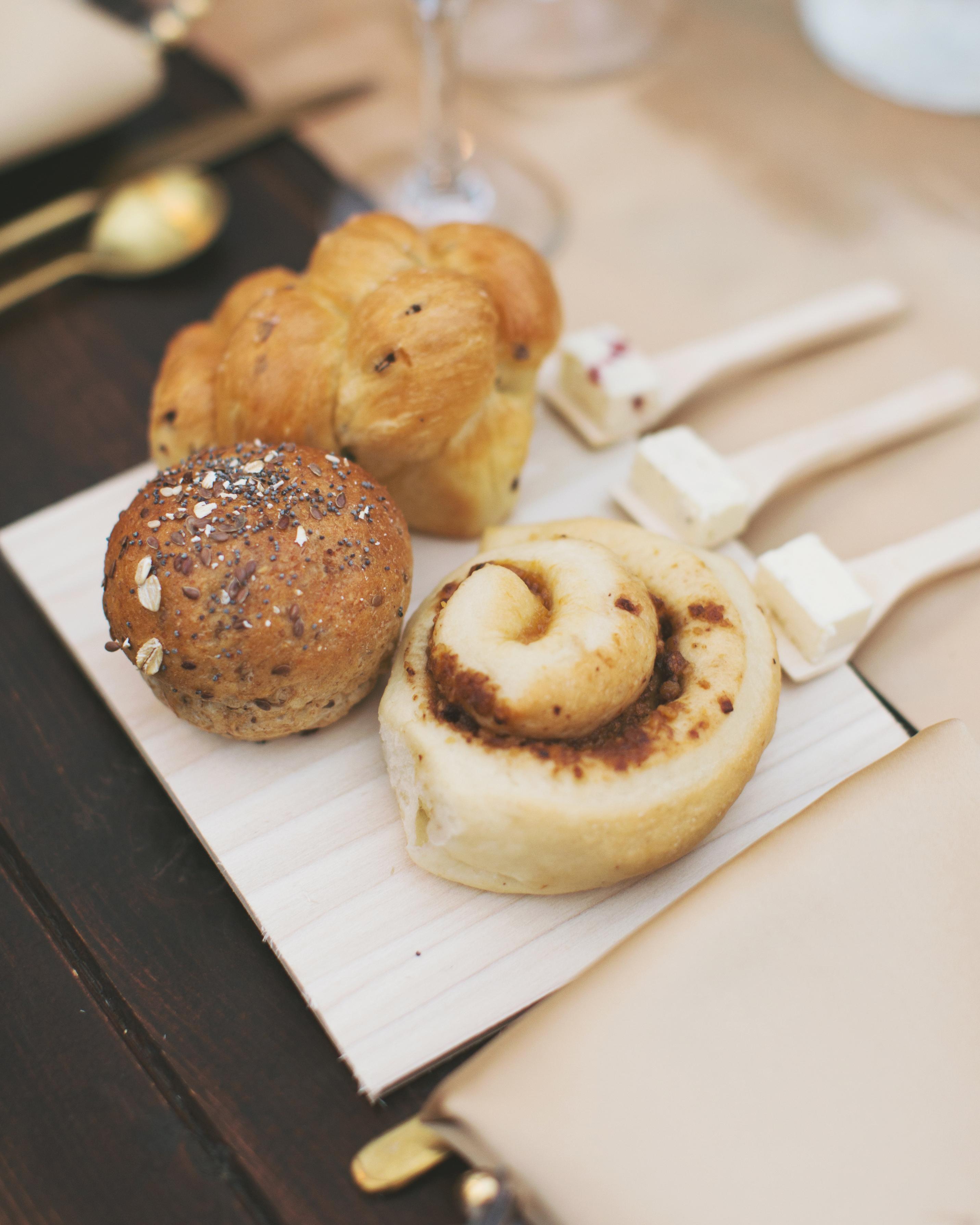 sara-matt-wedding-bread-2908-s111990-0715.jpg