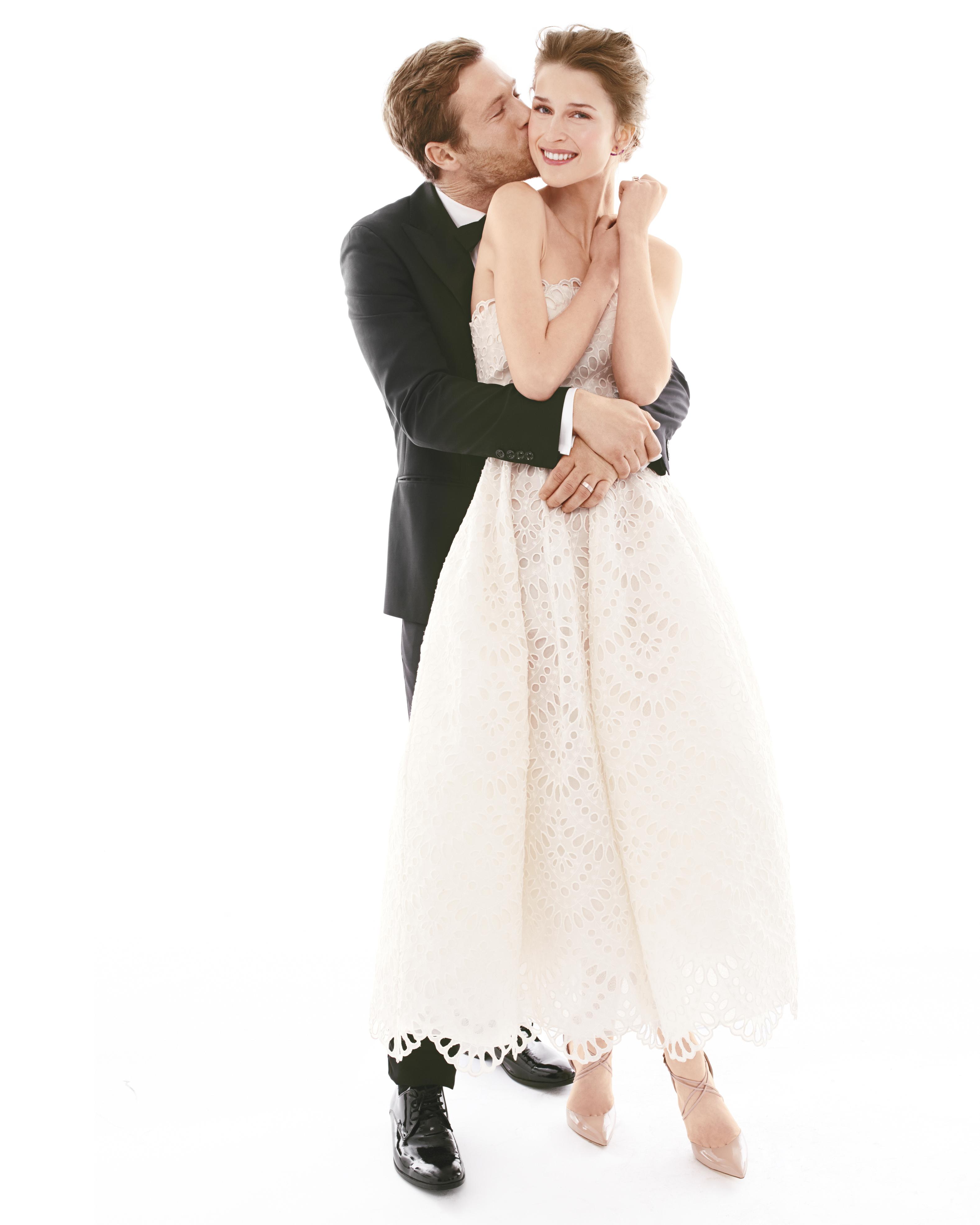 kissing-wedding-dress-001-d111904-comp.jpg