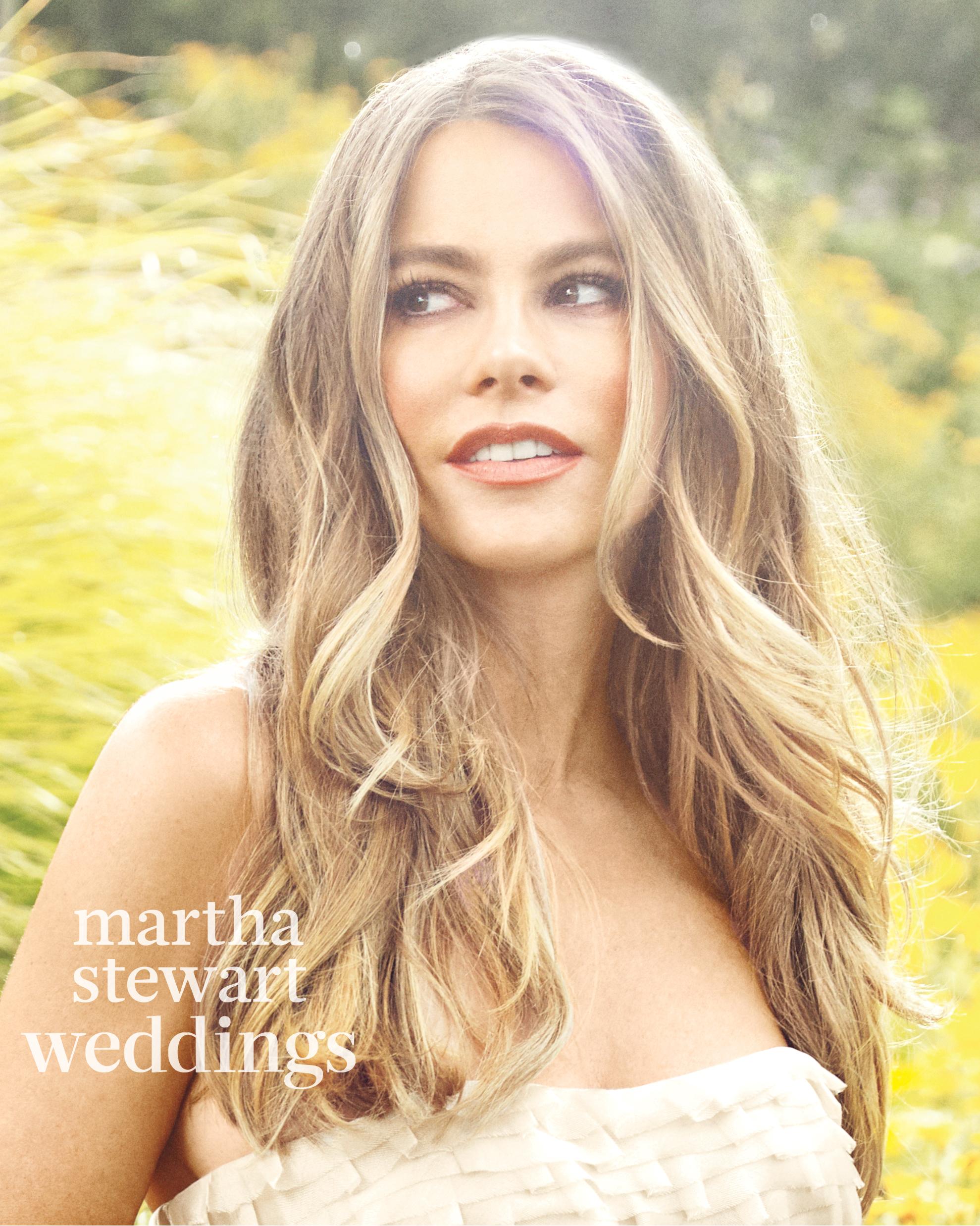 sofia-vergara-m05-gold-bridal-gown-038v2-d112252-r1-beauty1-0815.jpg