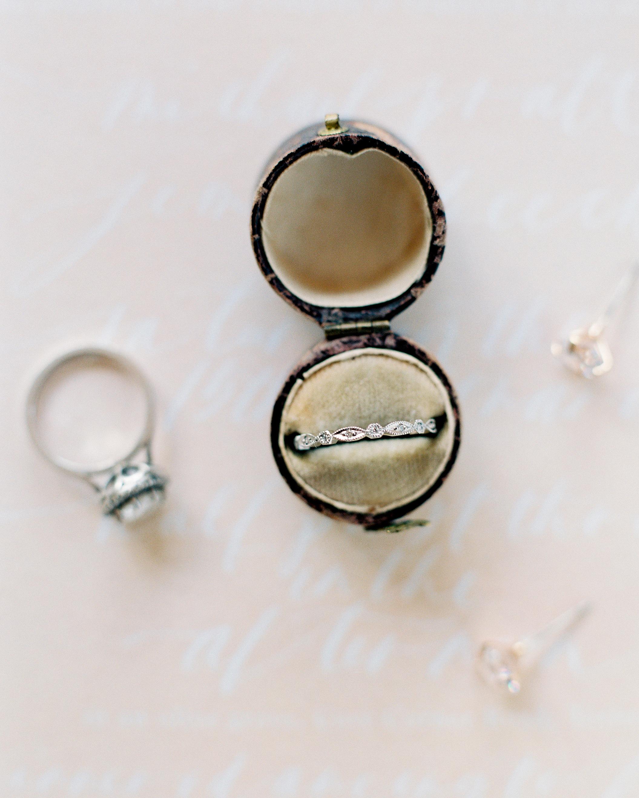 jemma-michael-wedding-rings-002635012-s112110-0815.jpg