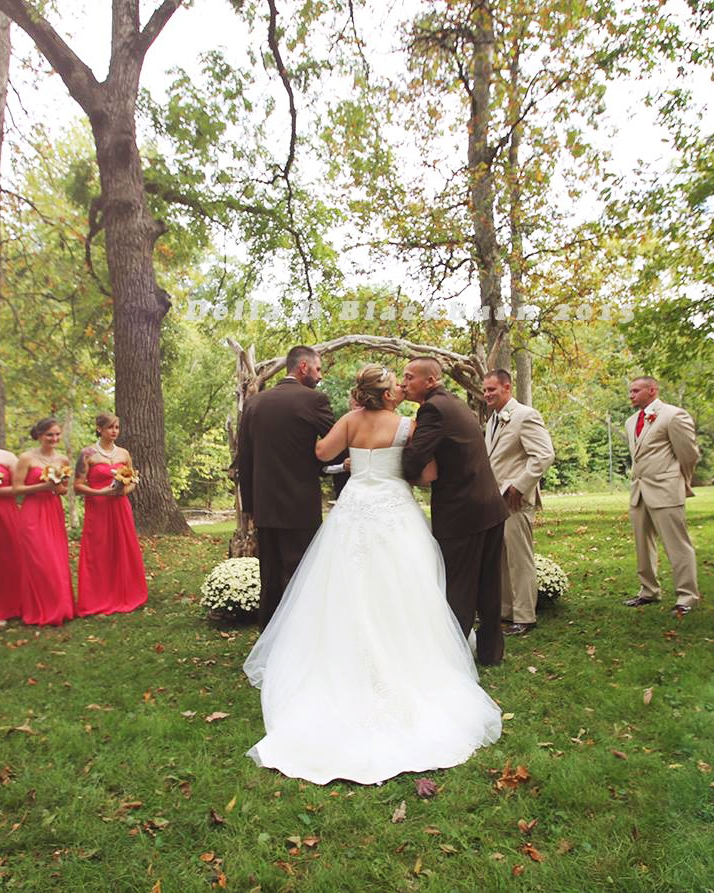 viral-wedding-news-dad-stepdad-walk-down-aisle-kiss-bride-0915.jpg
