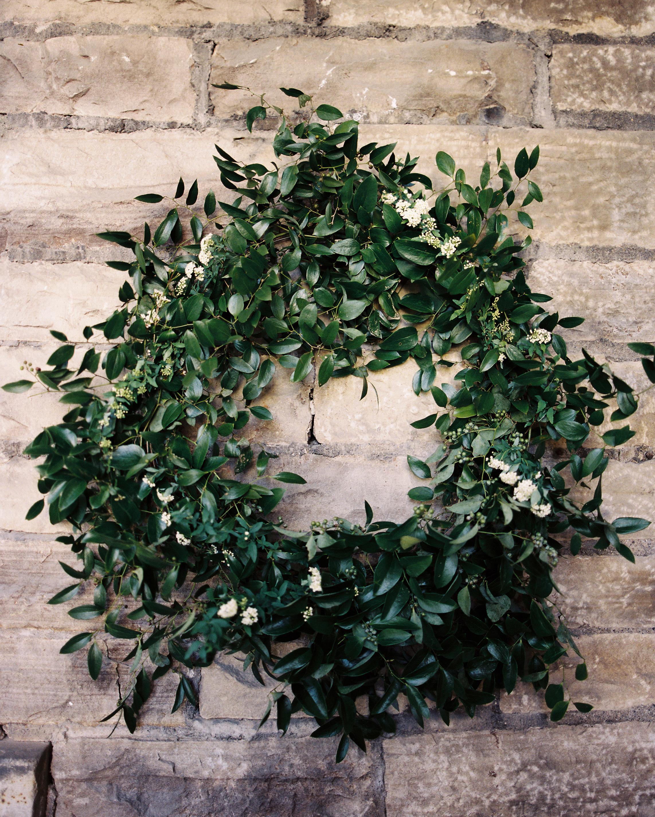 rachel-tyson-wedding-wreath-014-s112158-0915.jpg
