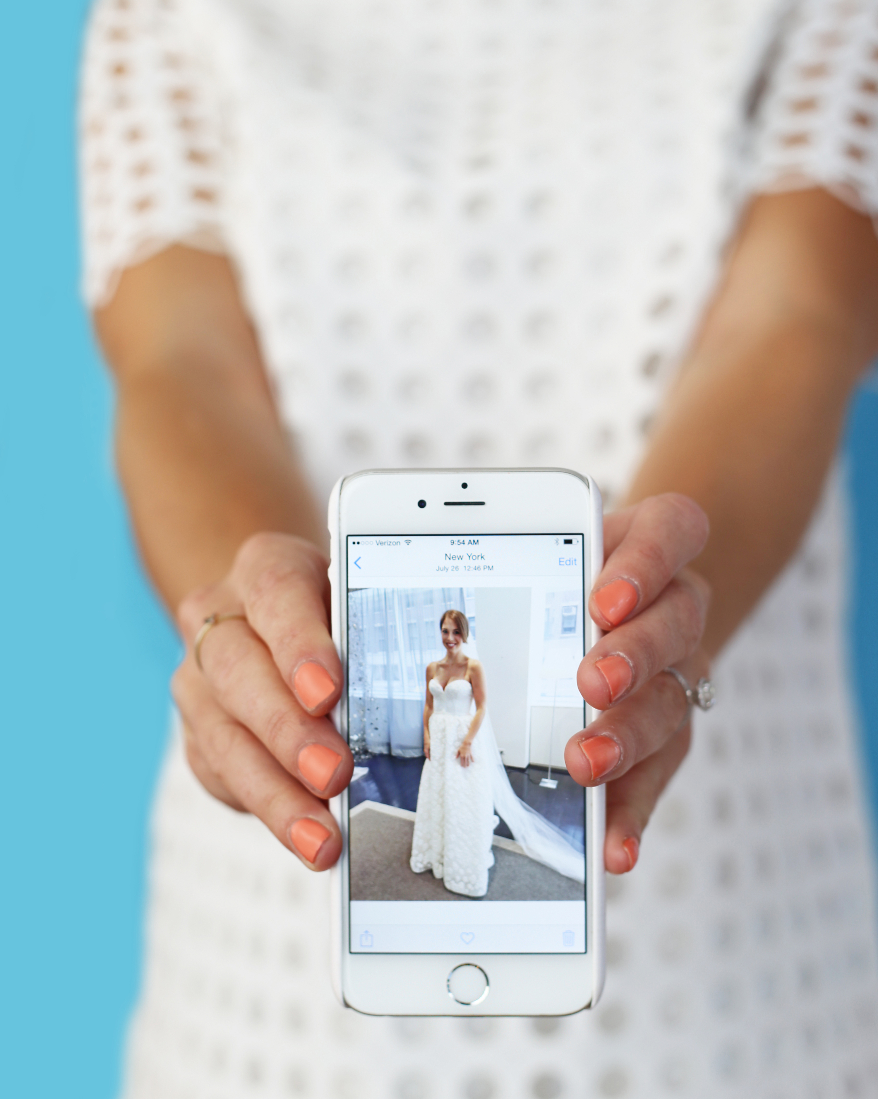 dress-shopping-tips-iphone-photo-in-wedding-dress-0815.jpg