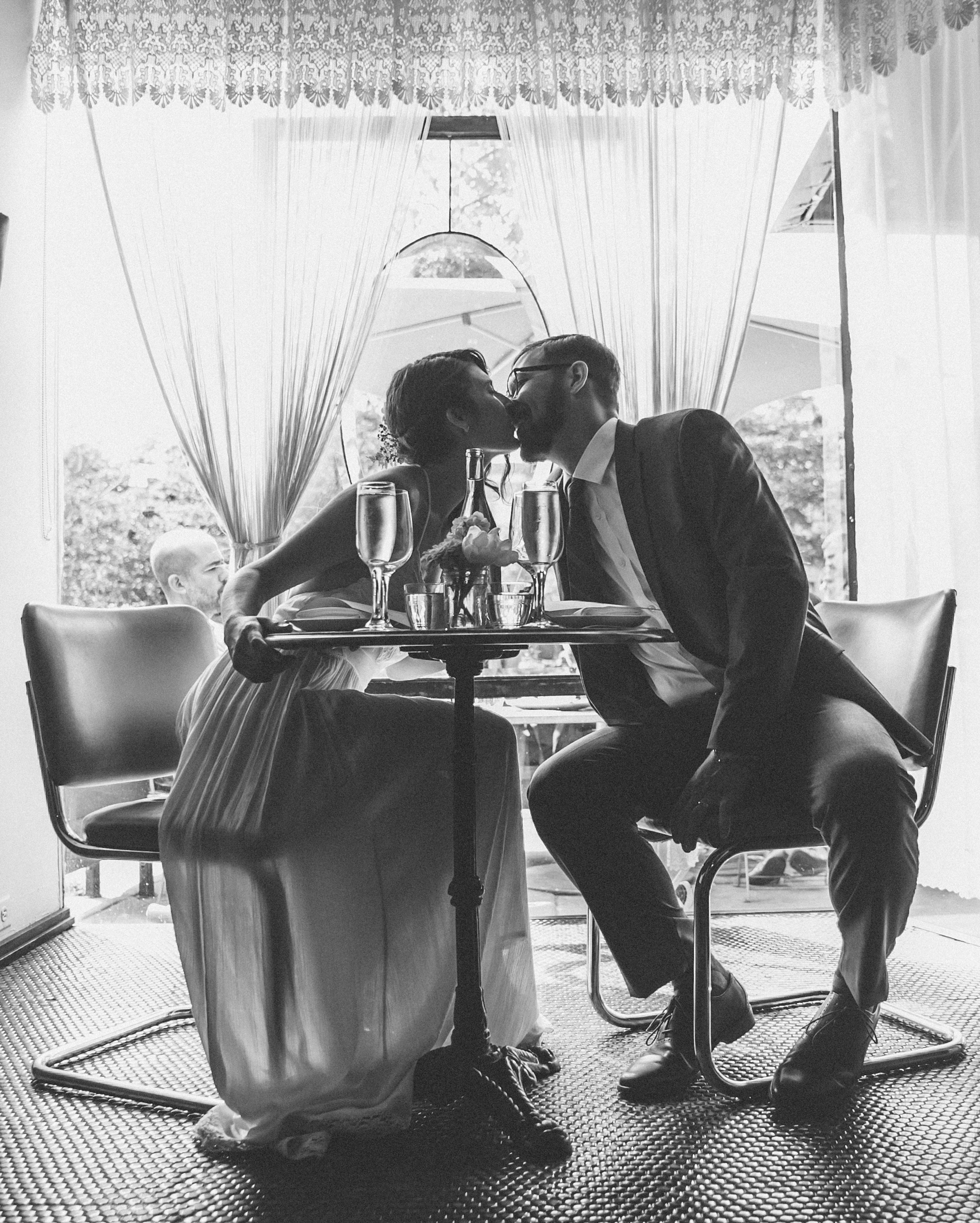 sadie-brandon-wedding-kiss-77-ss112173-0915.jpg