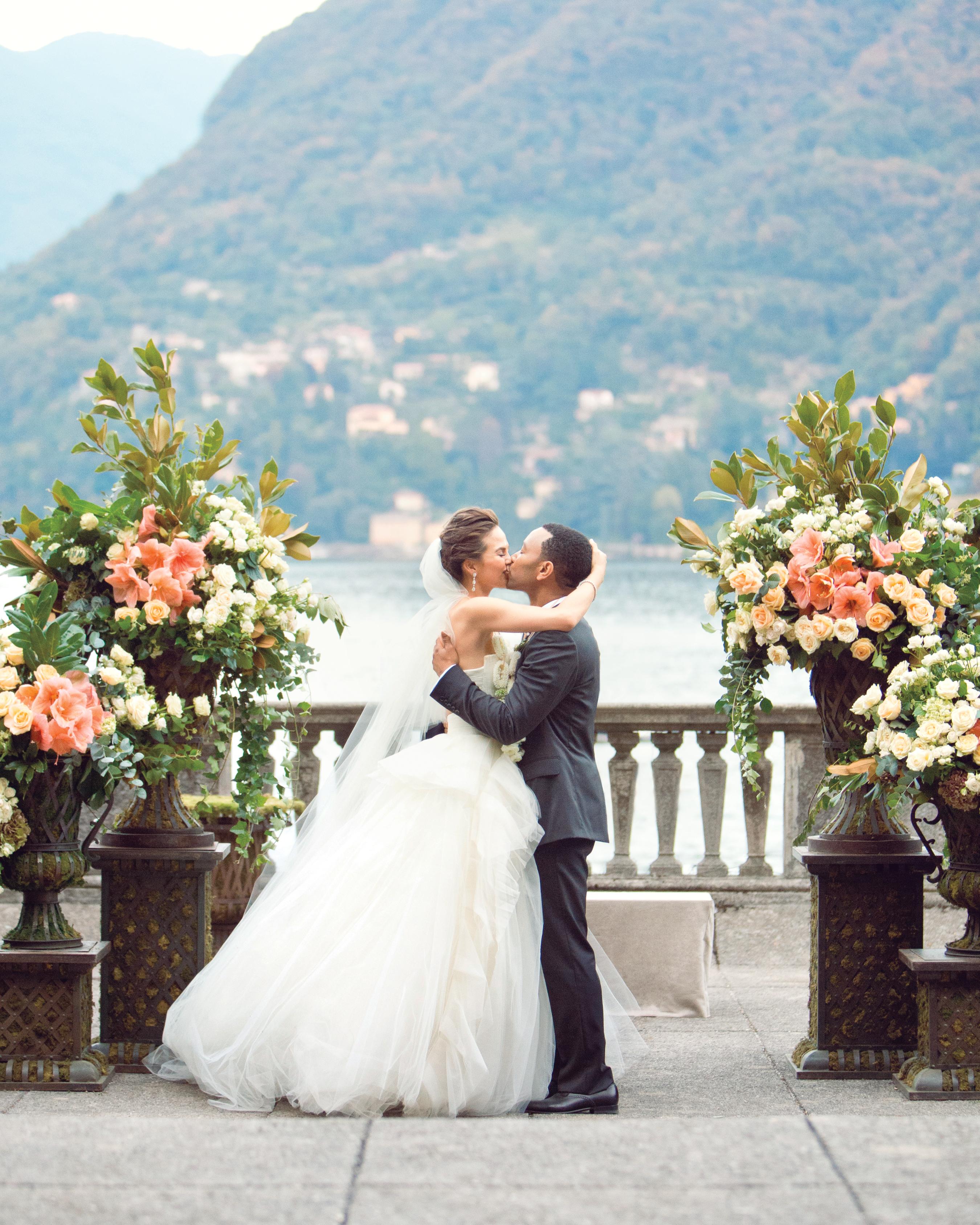 bride-groom-johnlegend-kiss-delesie0072-mwds110843.jpg