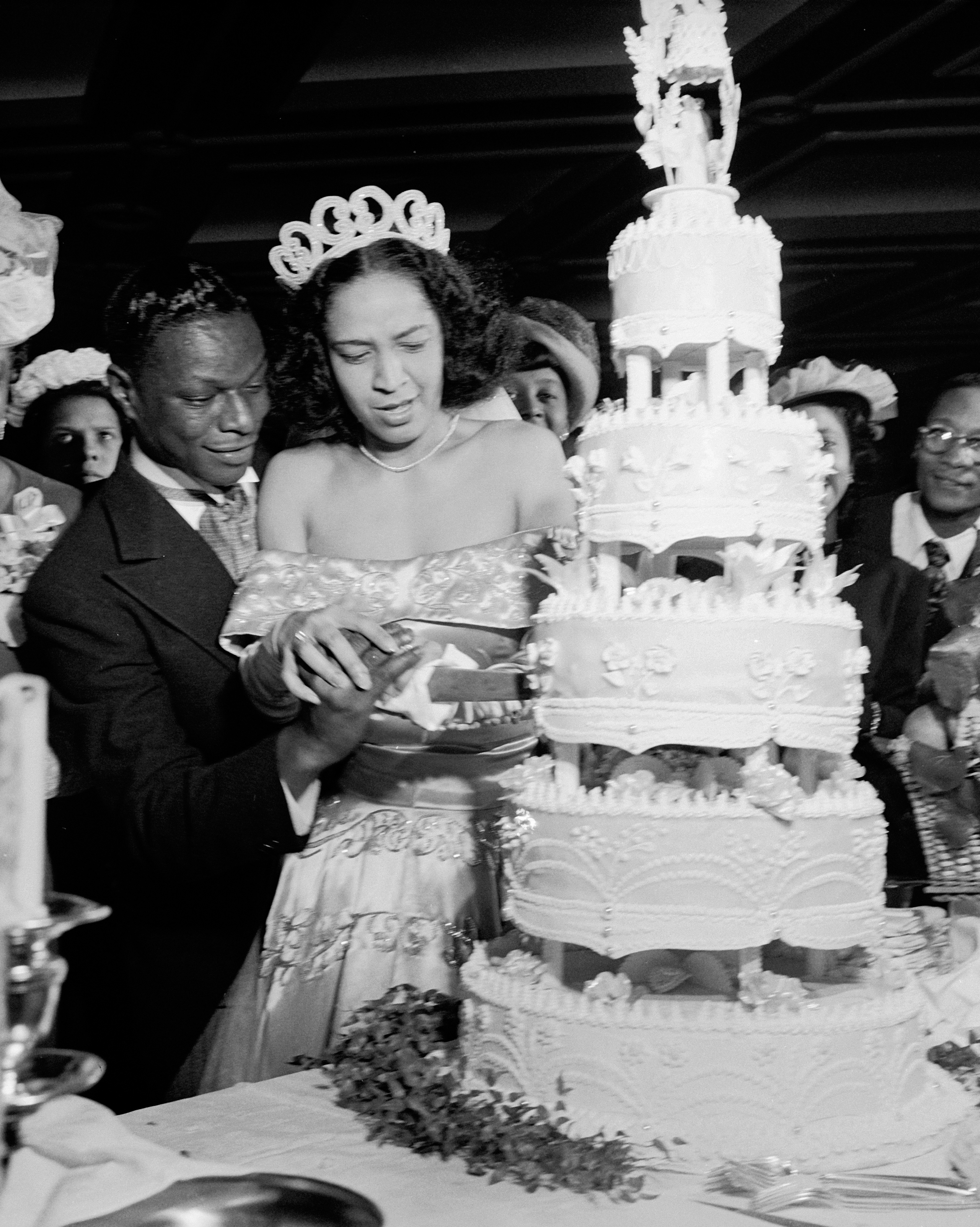celebrity-vintage-wedding-cakes-nate-king-cole-50989998-1015.jpg