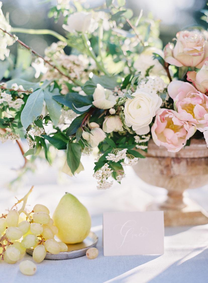 fall wedding flowers fruits