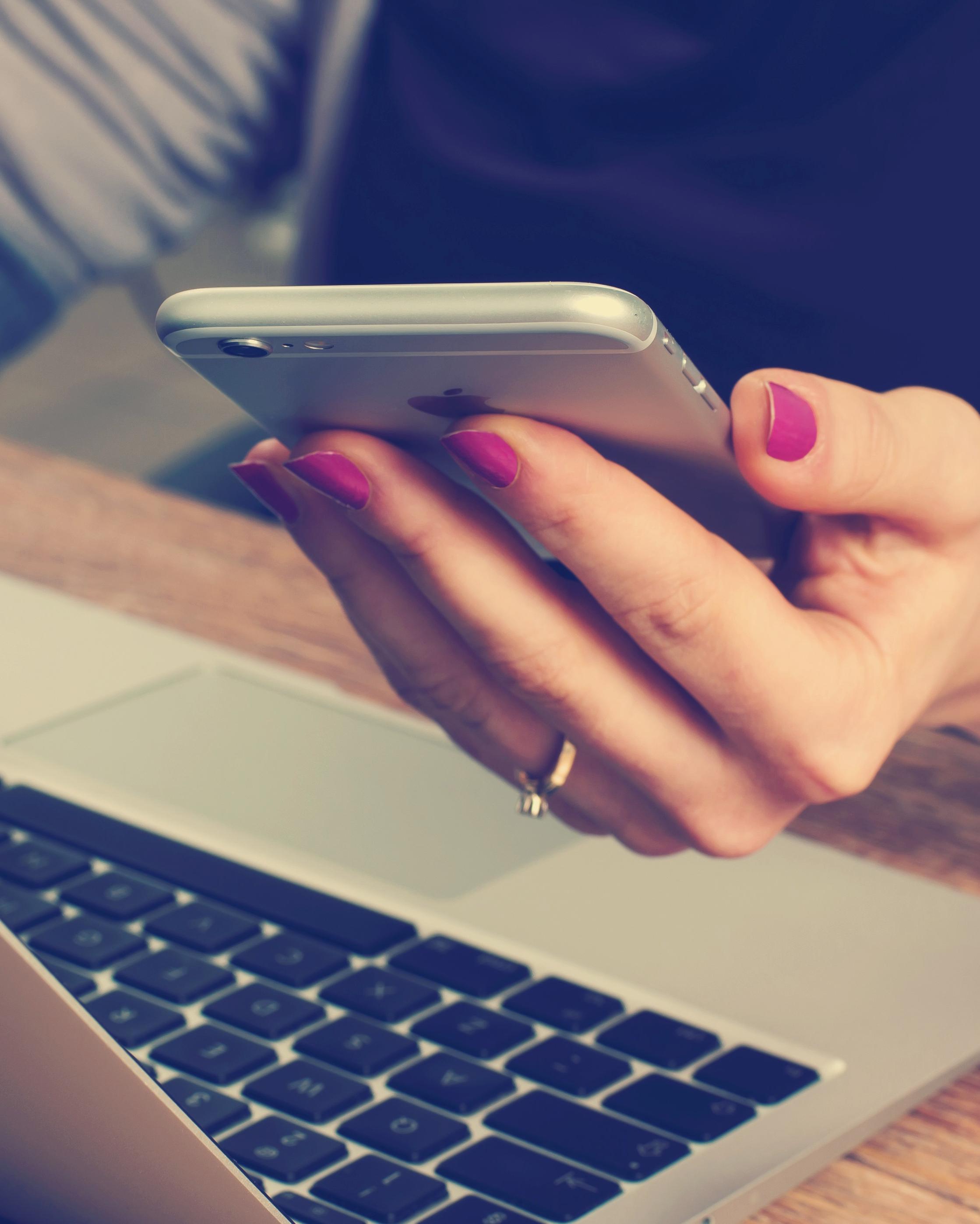 woman-holding-smartphone-1015