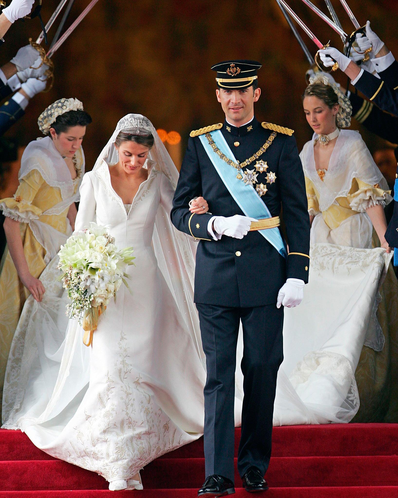 royal-wedding-dress-queen-letizia-spain-450810378-1115.jpg