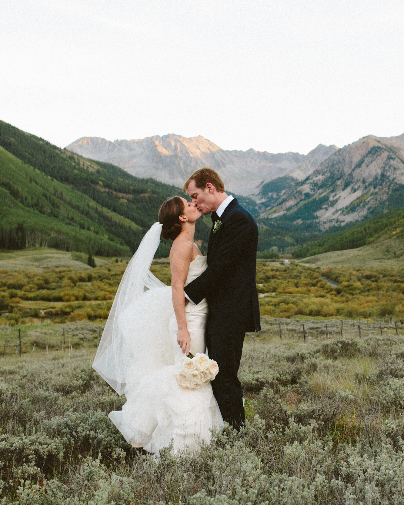 jennifer steve wedding couple kiss