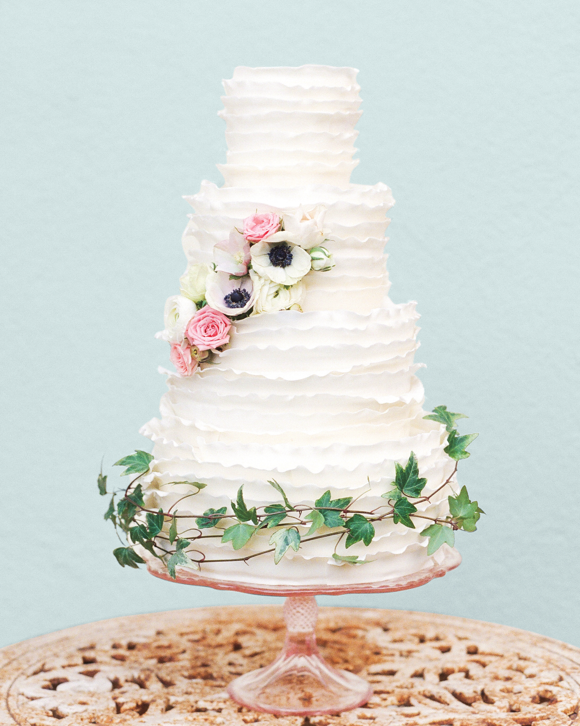 Trending Now: Deckle-Edged Wedding Cakes