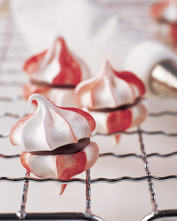 Peppermint Meringues with Chocolate Filling