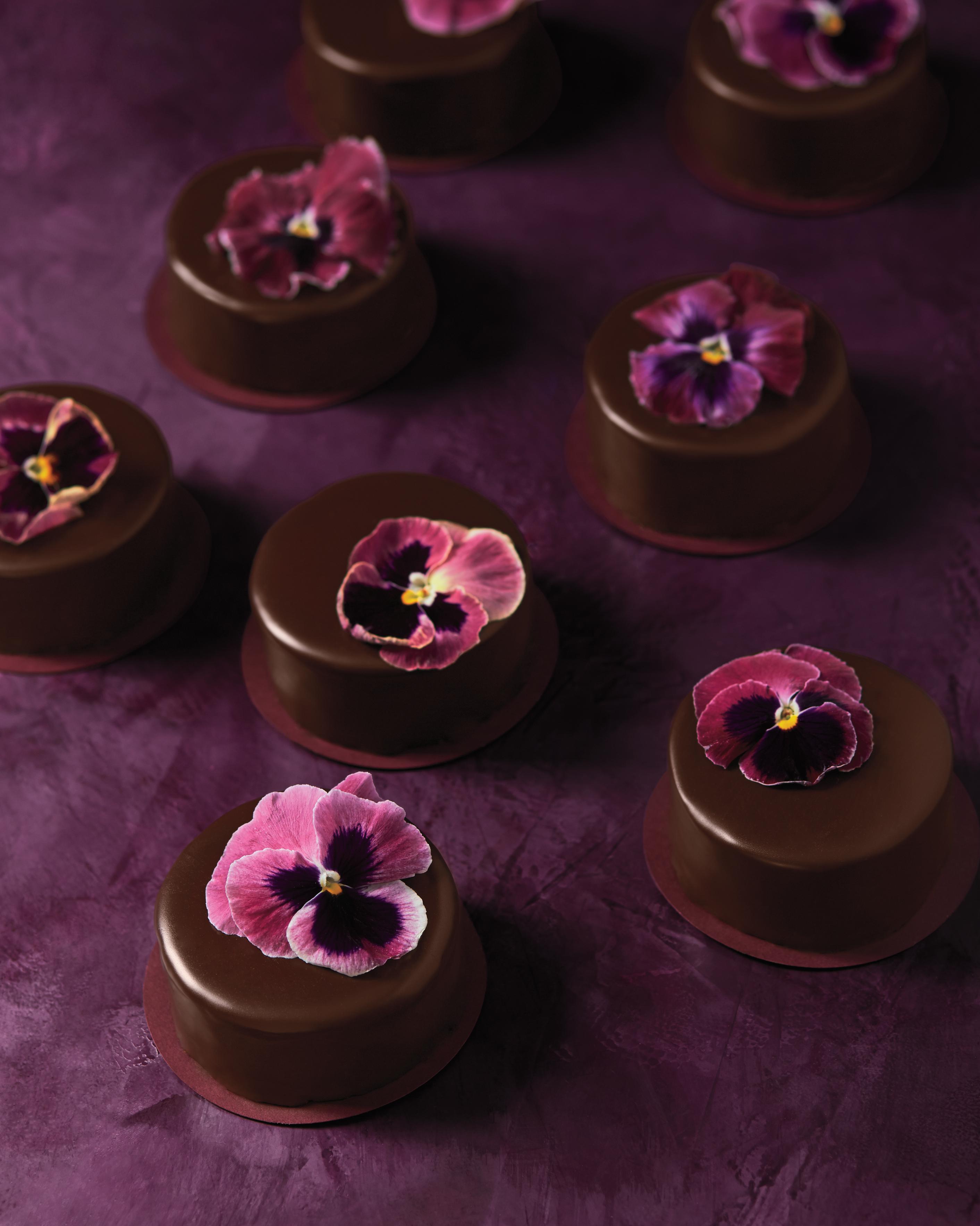 mini-milk-chocolate-wedding-cakes-125-master-d112282.jpg