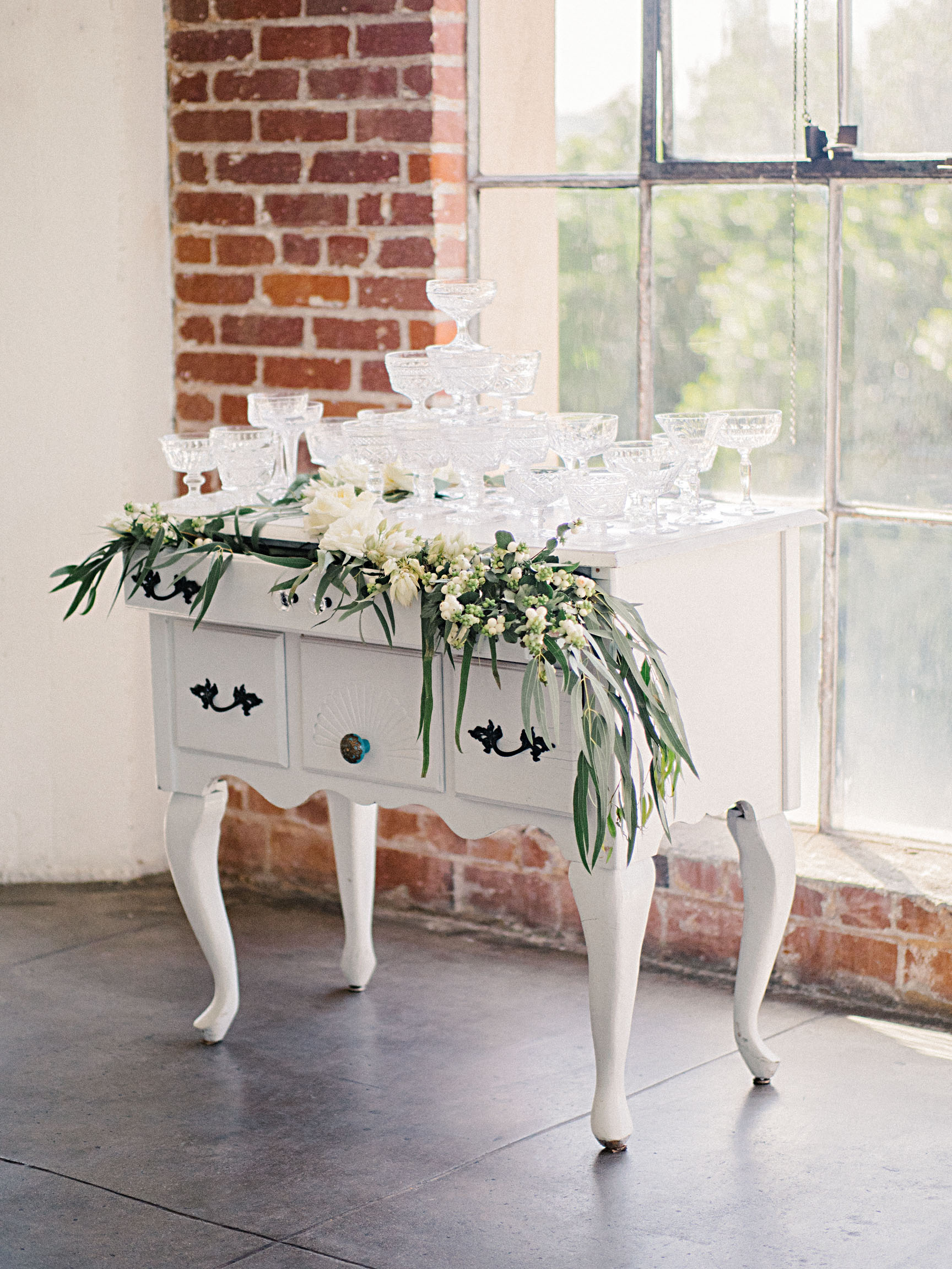 hannah steve wedding california champagne tower