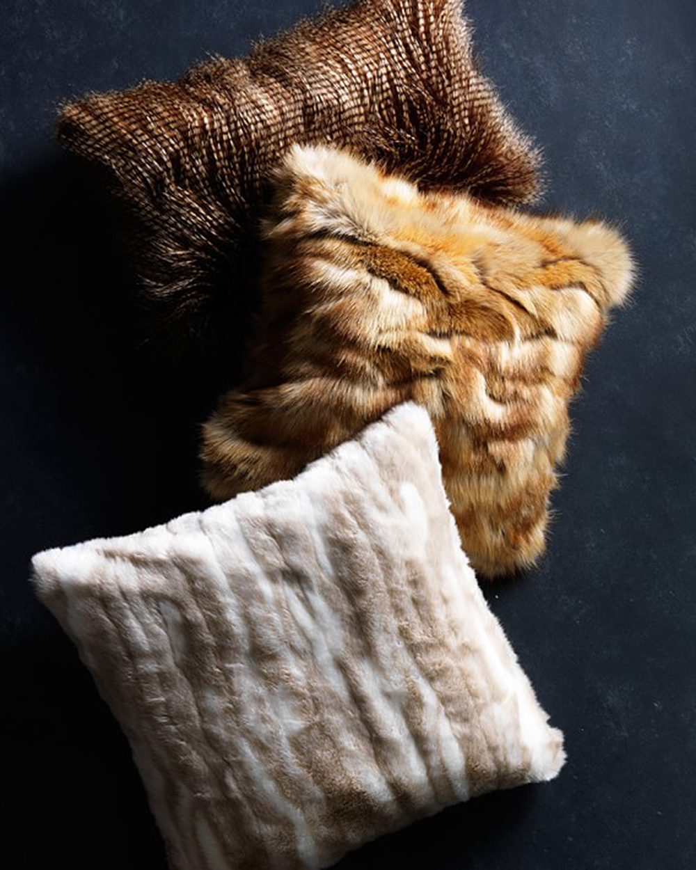 williams-sonoma-faux-fur-pillow-1215.jpg