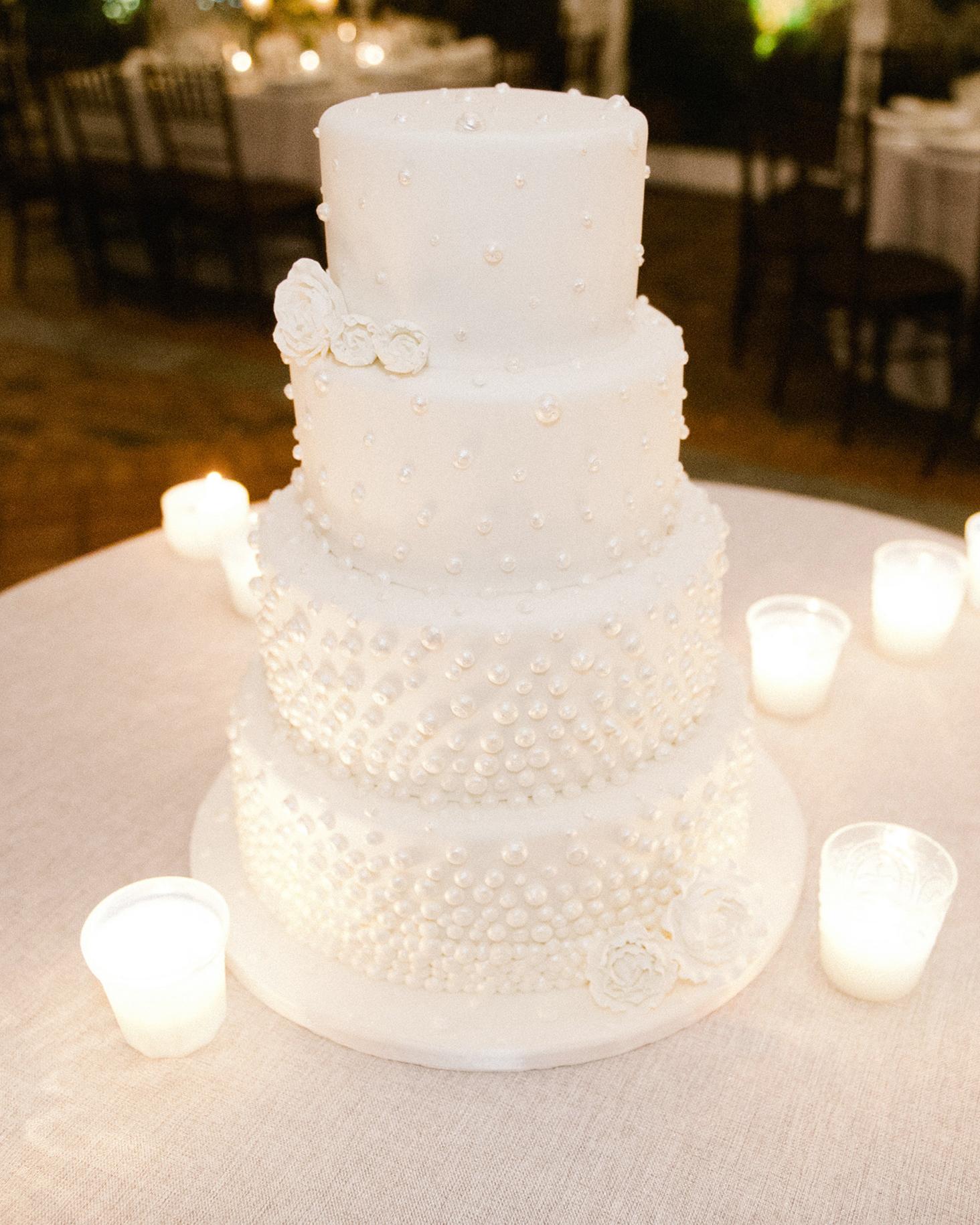 9-white-winter-wedding-cake-0116.jpg