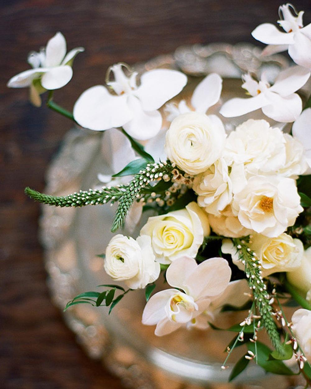 white-wedding-bouquet-0216.jpg