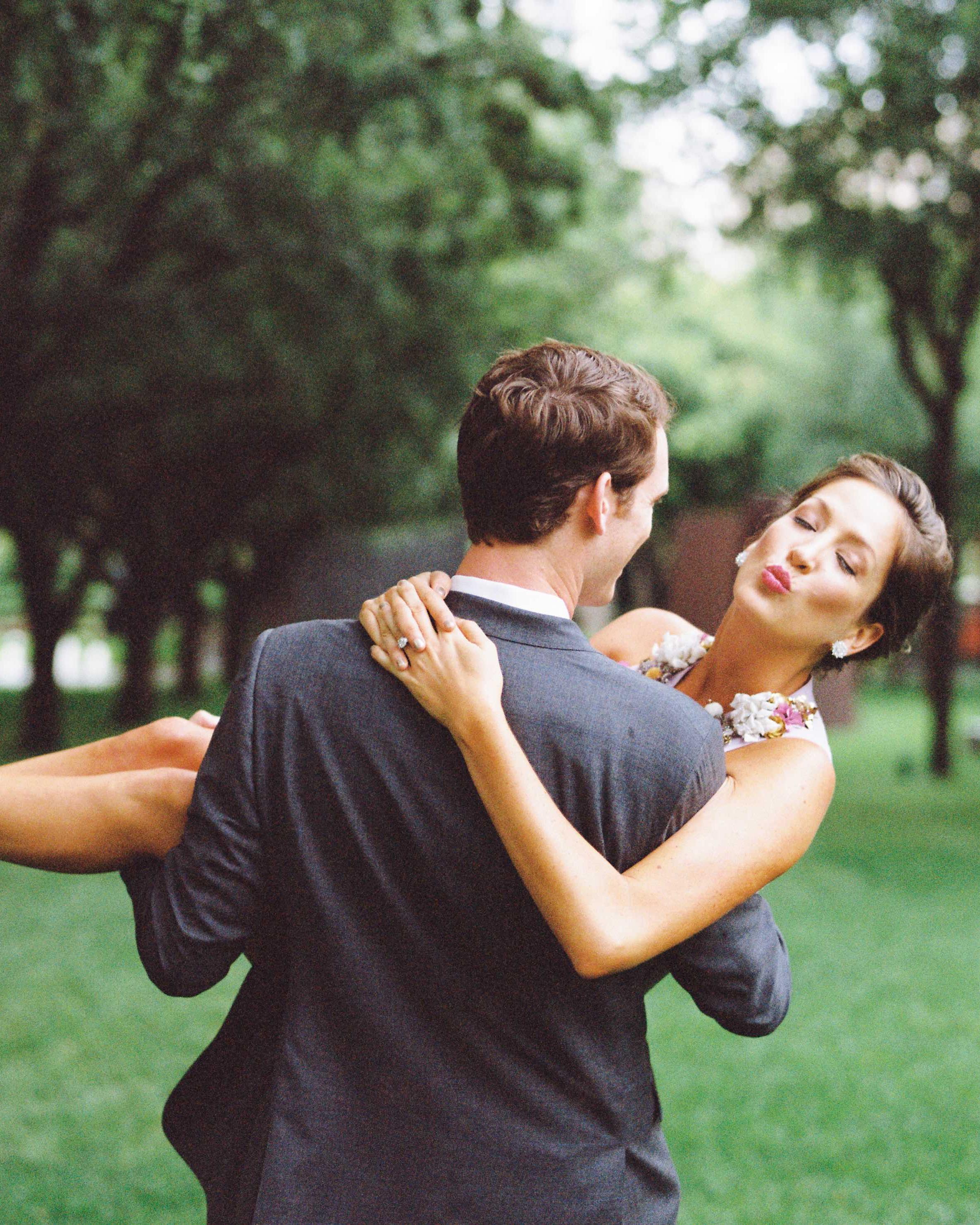 3-groom-carrying-bride-0116.jpg