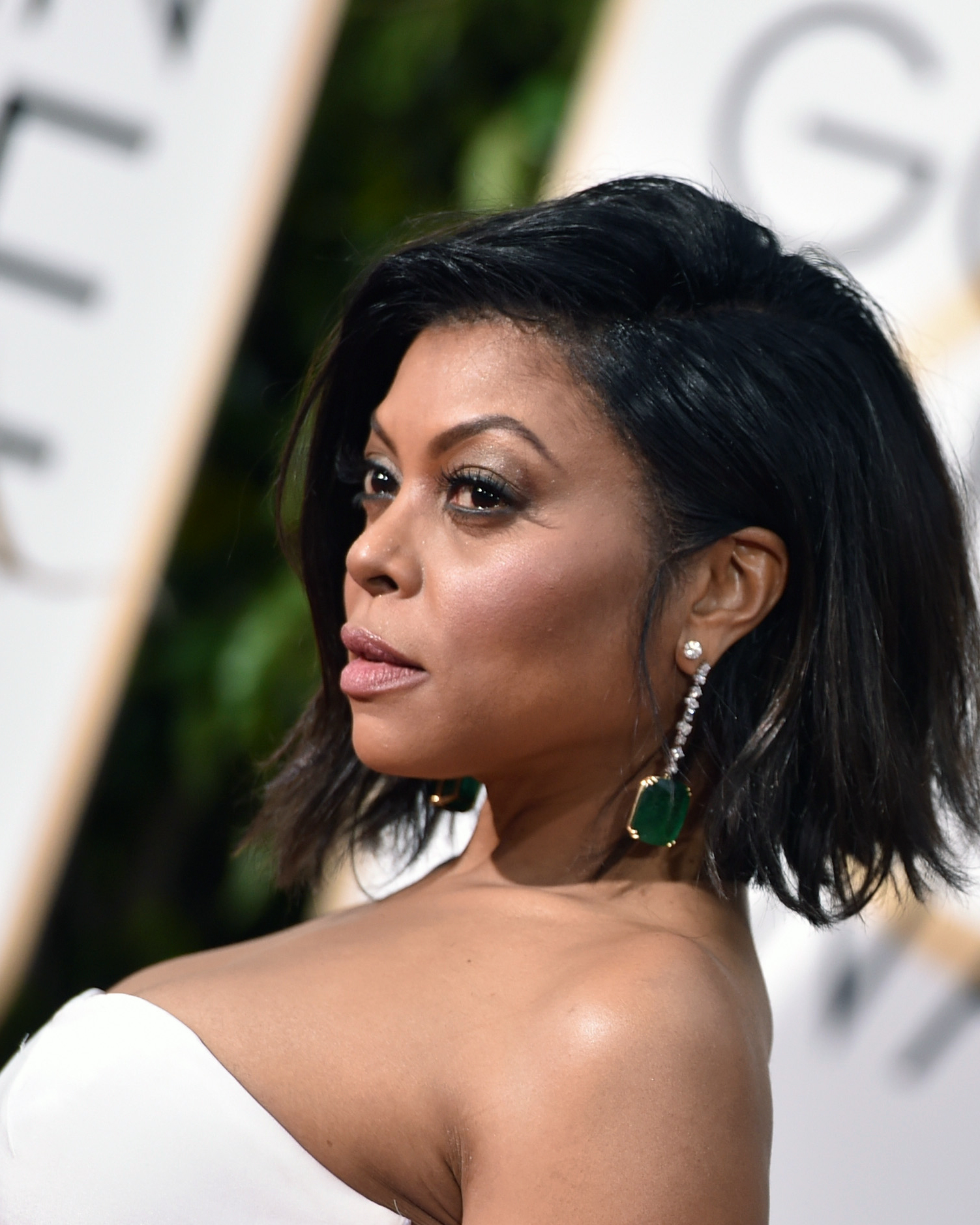 golden-globes-2016-hairstyles-taraji-p-henson-side-0116.jpg