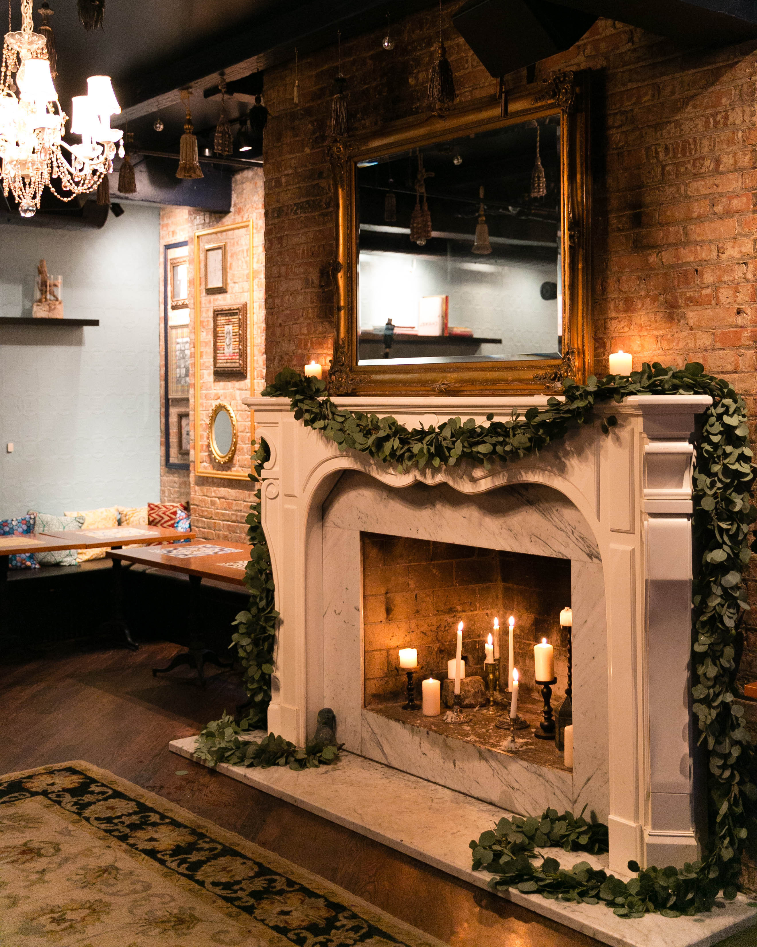 bianca-bryen-wedding-fireplace-190-s112509-0216.jpg