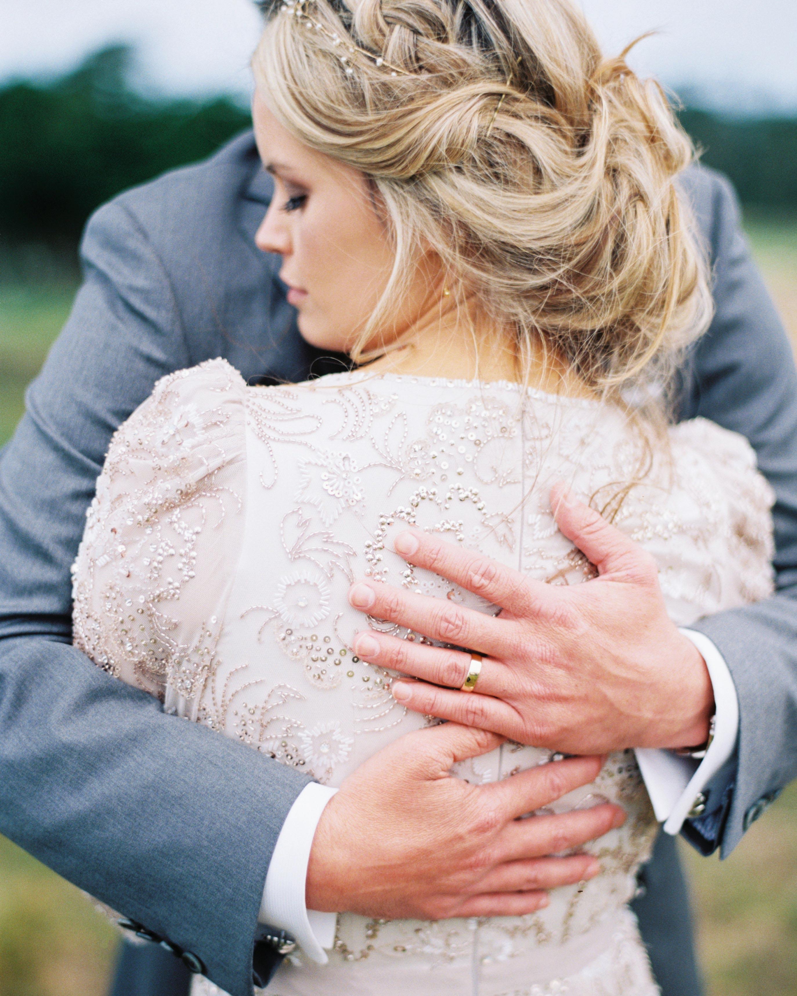 ginny-andrew-wedding-embrace-0791-s112676-0216.jpg