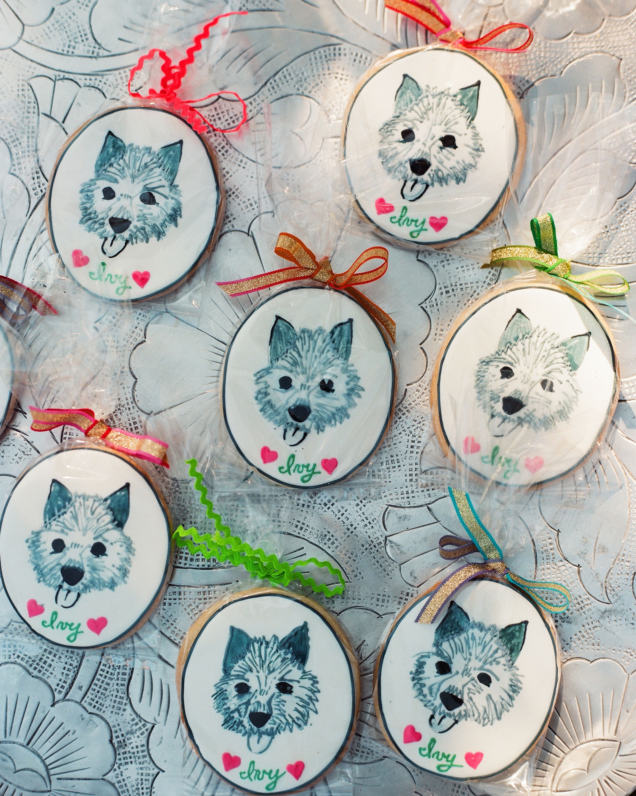 fiona-peter-wedding-dog-cookies-964206-d112512.jpg