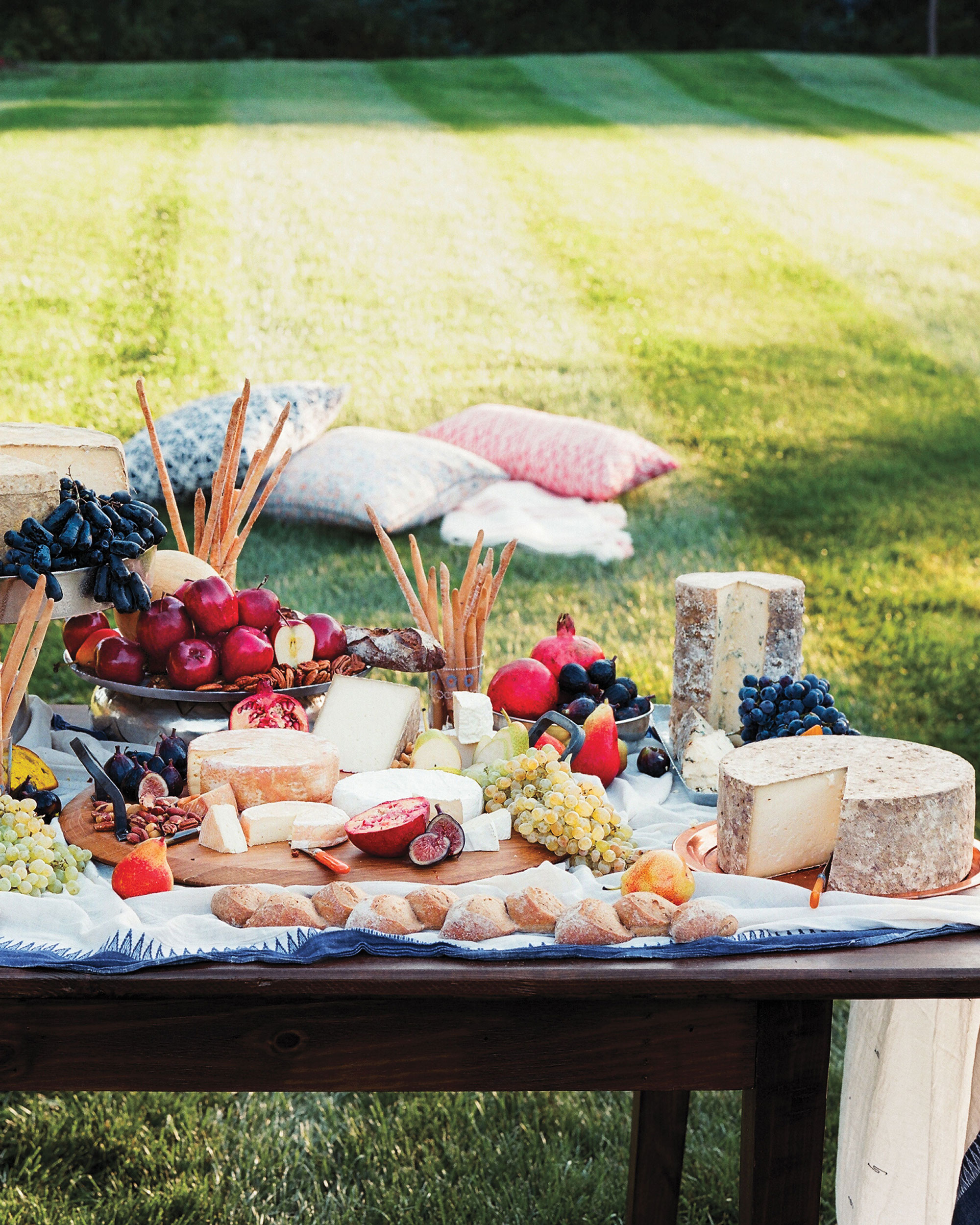 mfiona-peter-wedding-vermont-cheese-platter-with-fruit-9637.13.2015.47-d112512.jpg