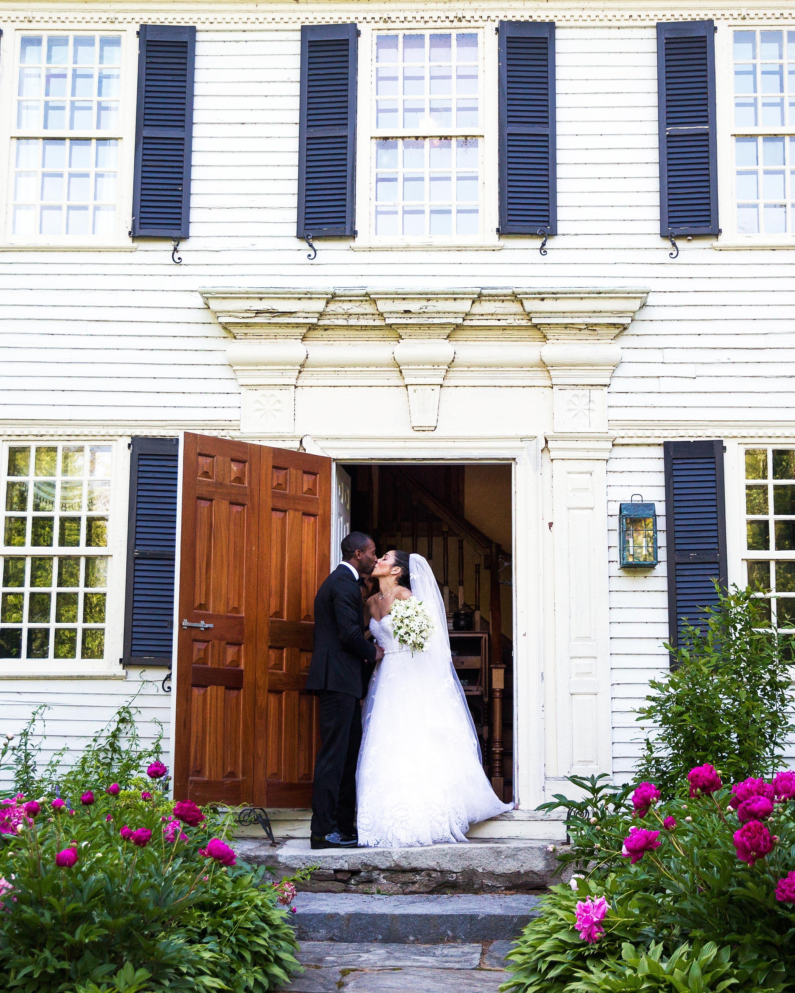 honor-jay-wedding-connecticut-couple-kiss-0913-d112238.jpg