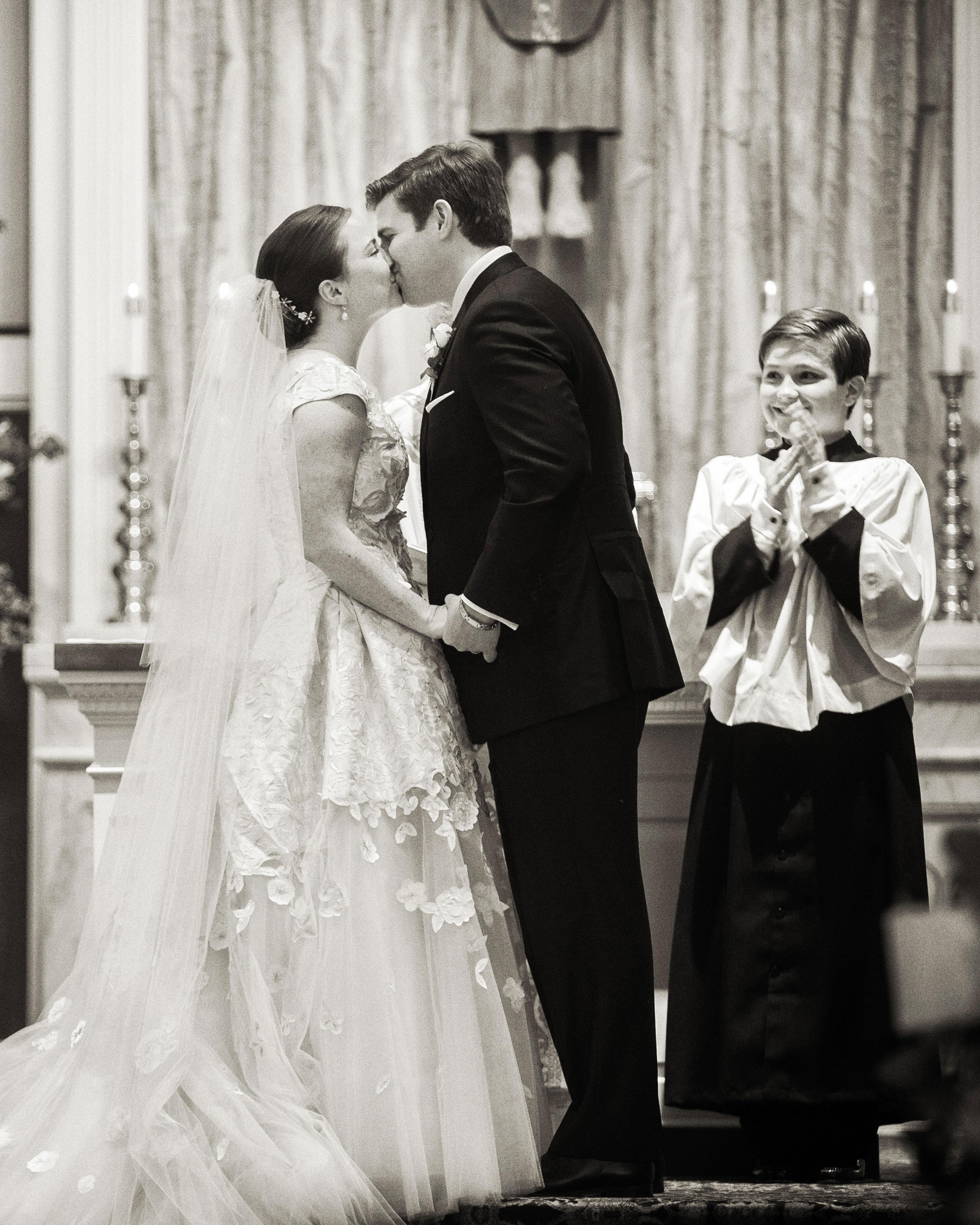 emily-matthew-wedding-ceremony-kiss-0077-s112720-0316.jpg