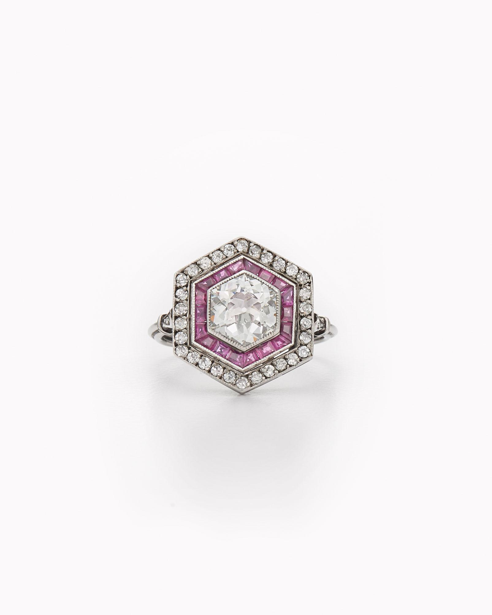 celebrity-rings-fred-leighton-ashlee-simpson-0316.jpg