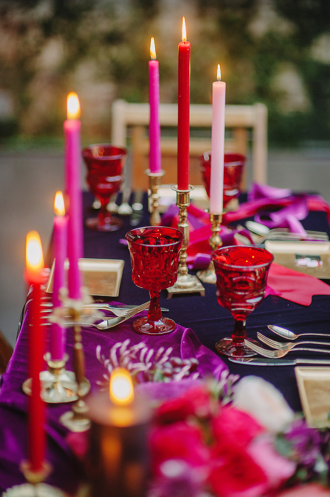 unique wedding color palettes deep red purple pink table setting