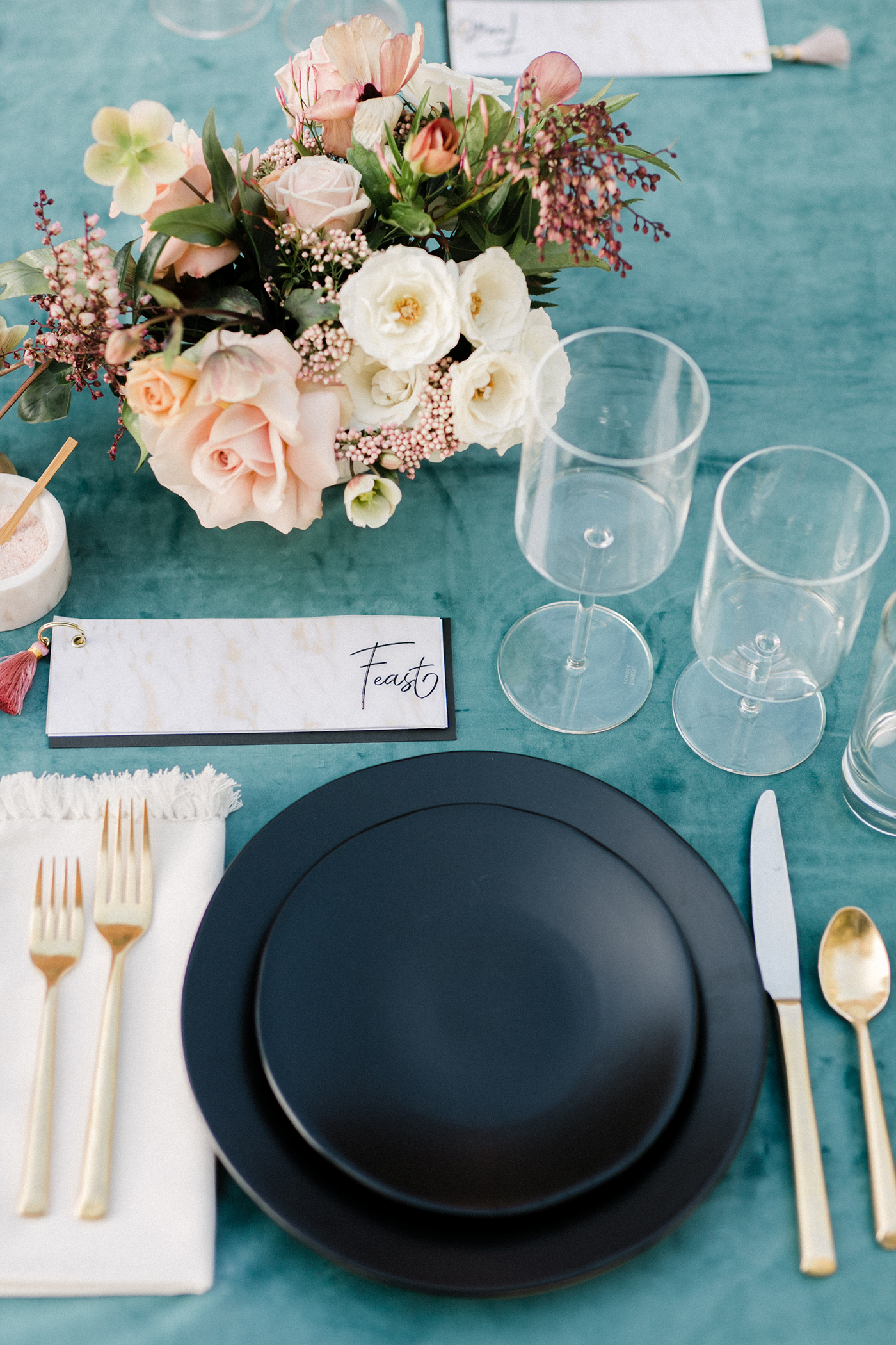 unique wedding color palettes blue and blush table setting