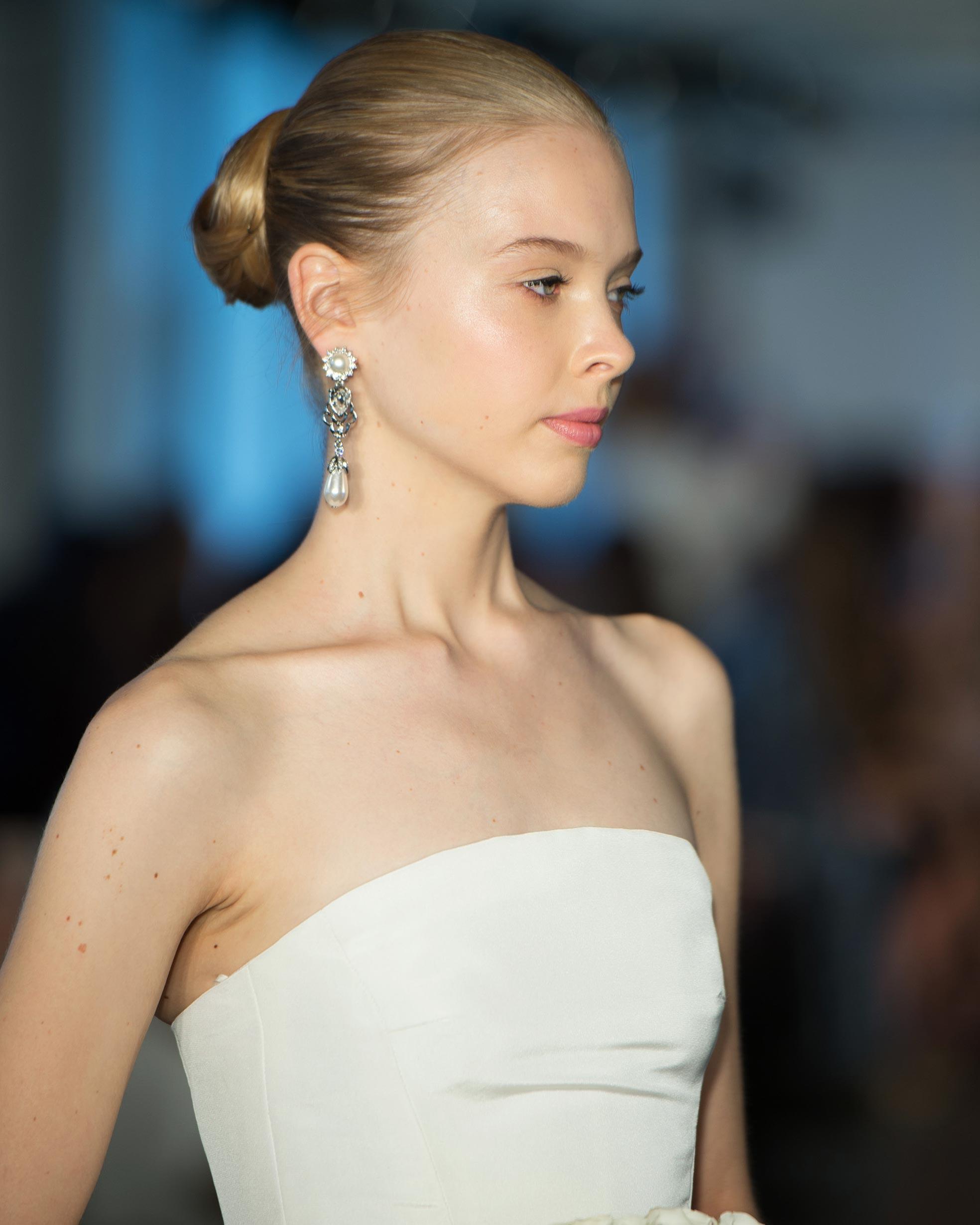 bridal-fashion-hairstyles-oscar-de-la-renta-spring-2017-front-0416.jpg