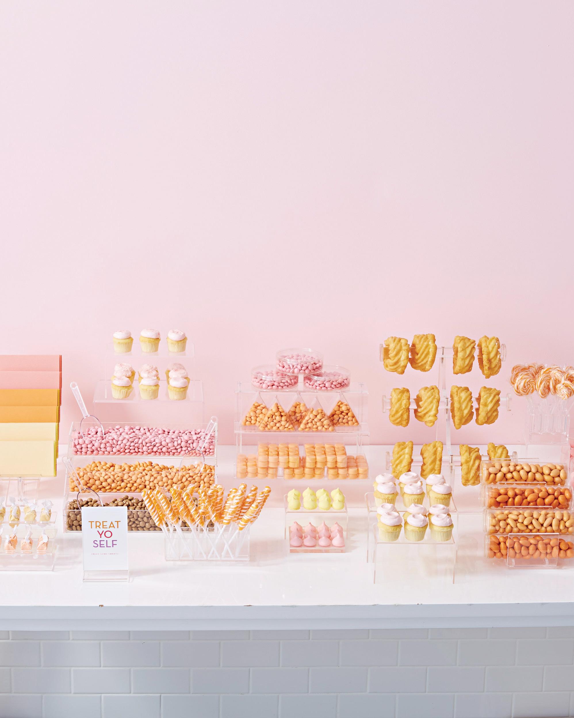 acrylic-lucite-dessert-display-326-d112790.jpg