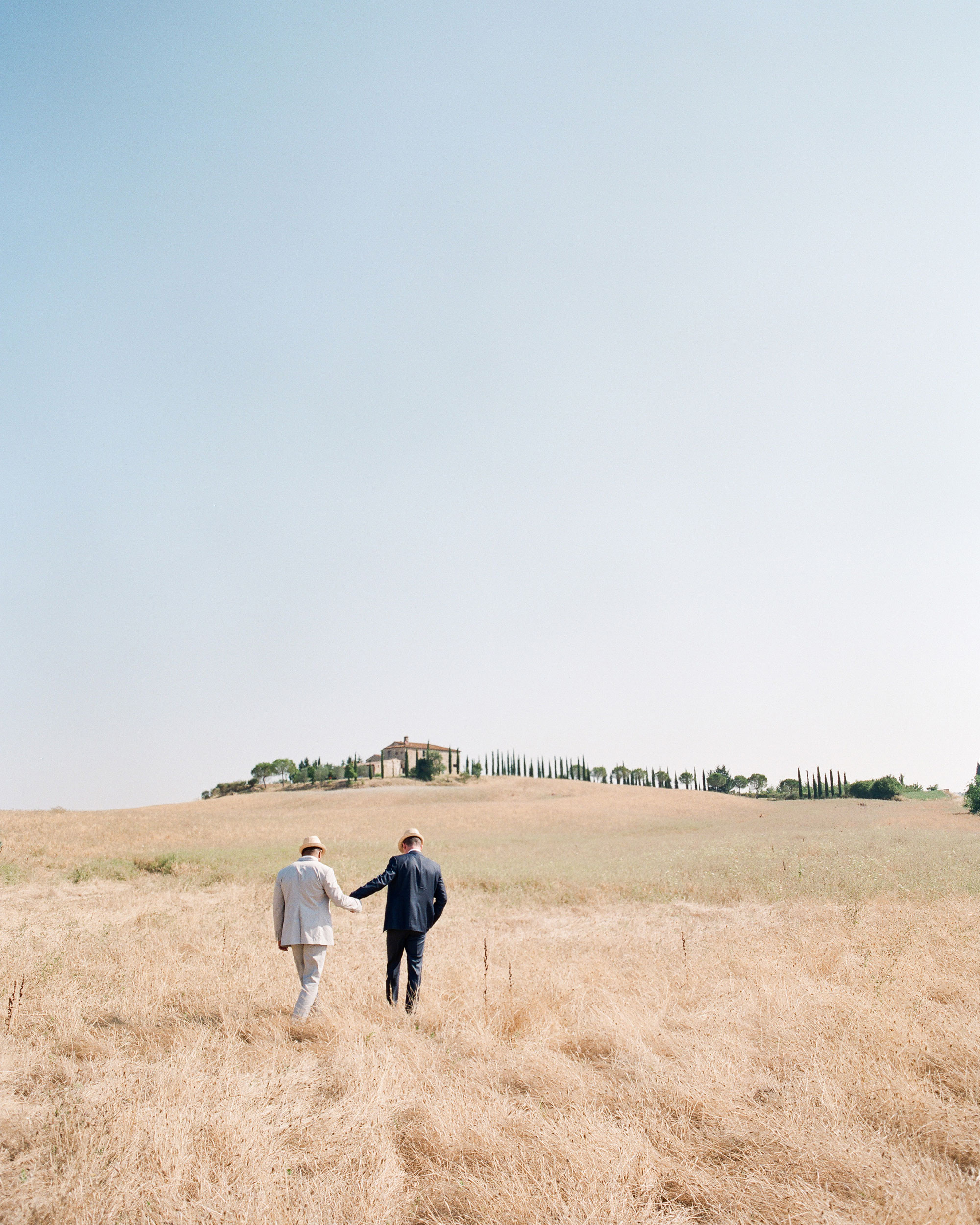 dennis-bryan-wedding-italy-countryside-couple-005-0221-s112633.jpg