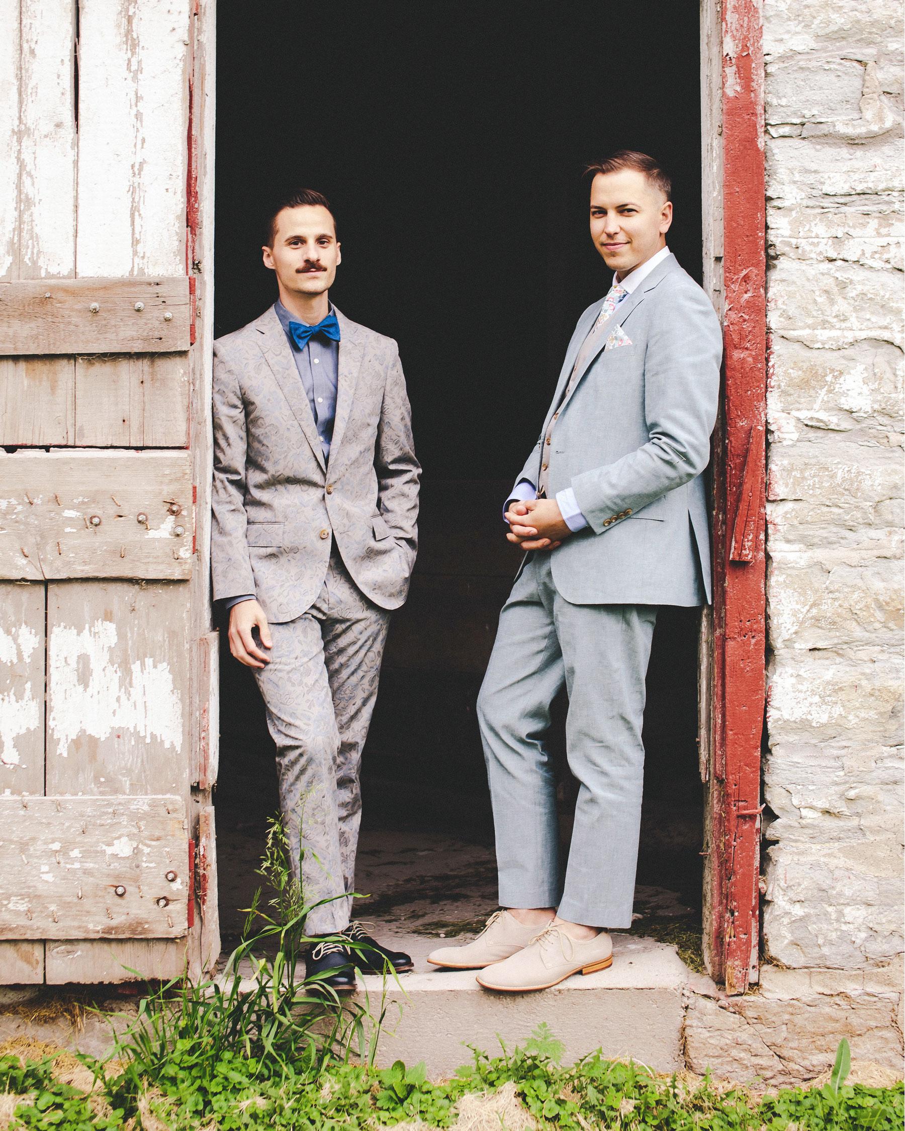 chase-drew-wedding-iowa-grooms-143-s112425.jpg