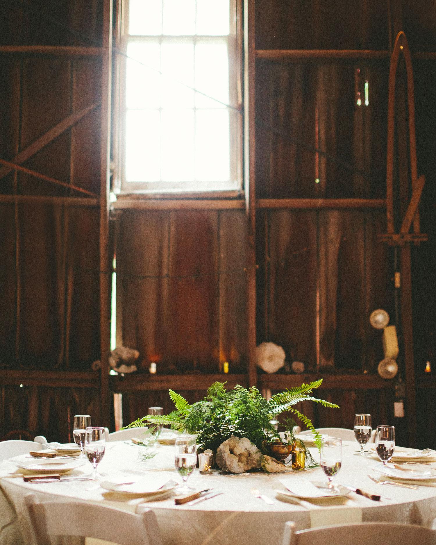 chase-drew-wedding-iowa-reception-table-432-s112425.jpg