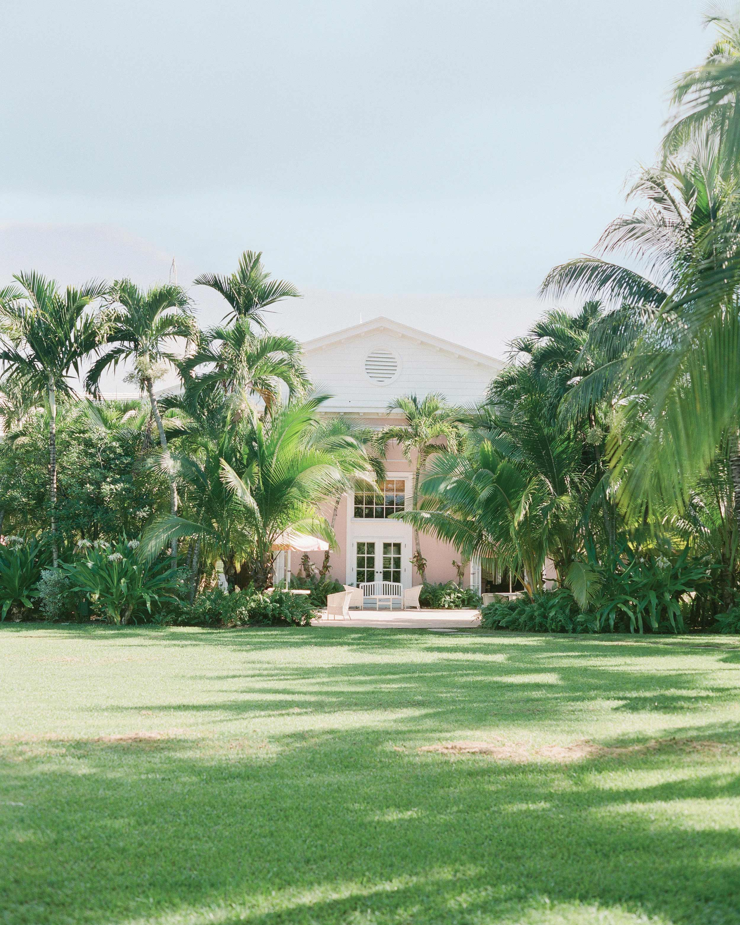 kelsey-casey-real-wedding-tropical-location.jpg