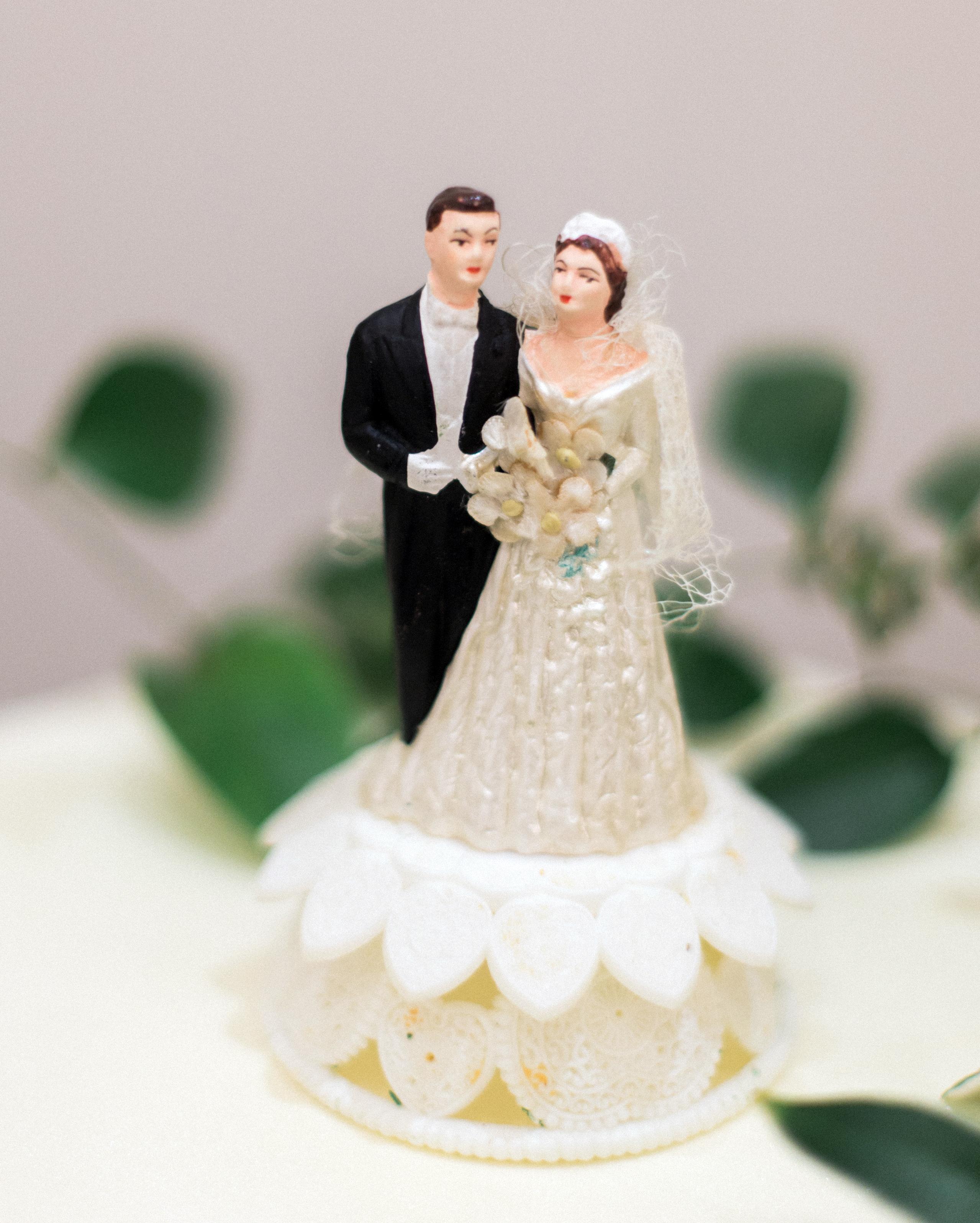 rachel-tyson-wedding-caketopper-365-s112158-0915.jpg