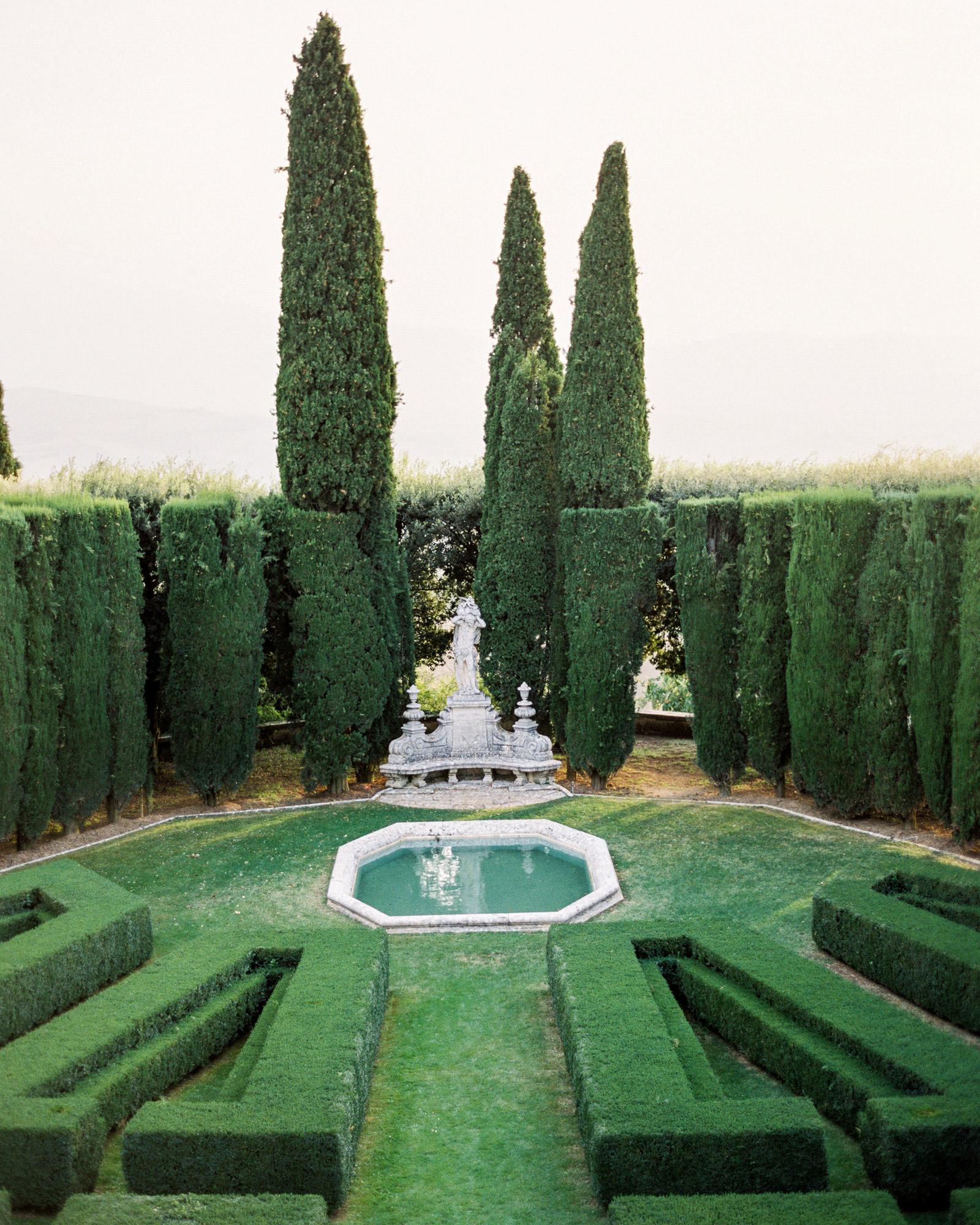 christine-dagan-wedding-maze-4278_07-s113011-0616.jpg