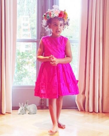 beyonce-flower-crown-blue-ivy-pink-dress-0616.jpg