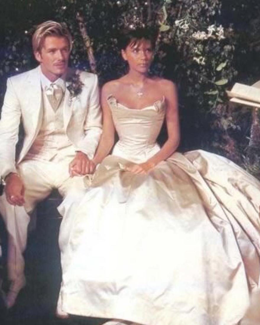 victoria-david-beckham-wedding-anniversary-0716.jpg