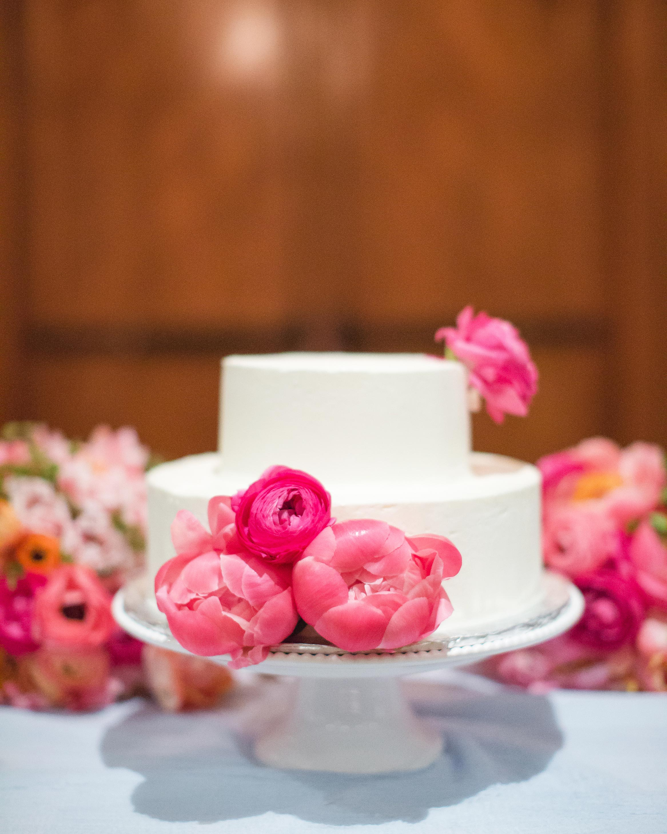 christen-tim-wedding-cake-22435-6143924-0816.jpg