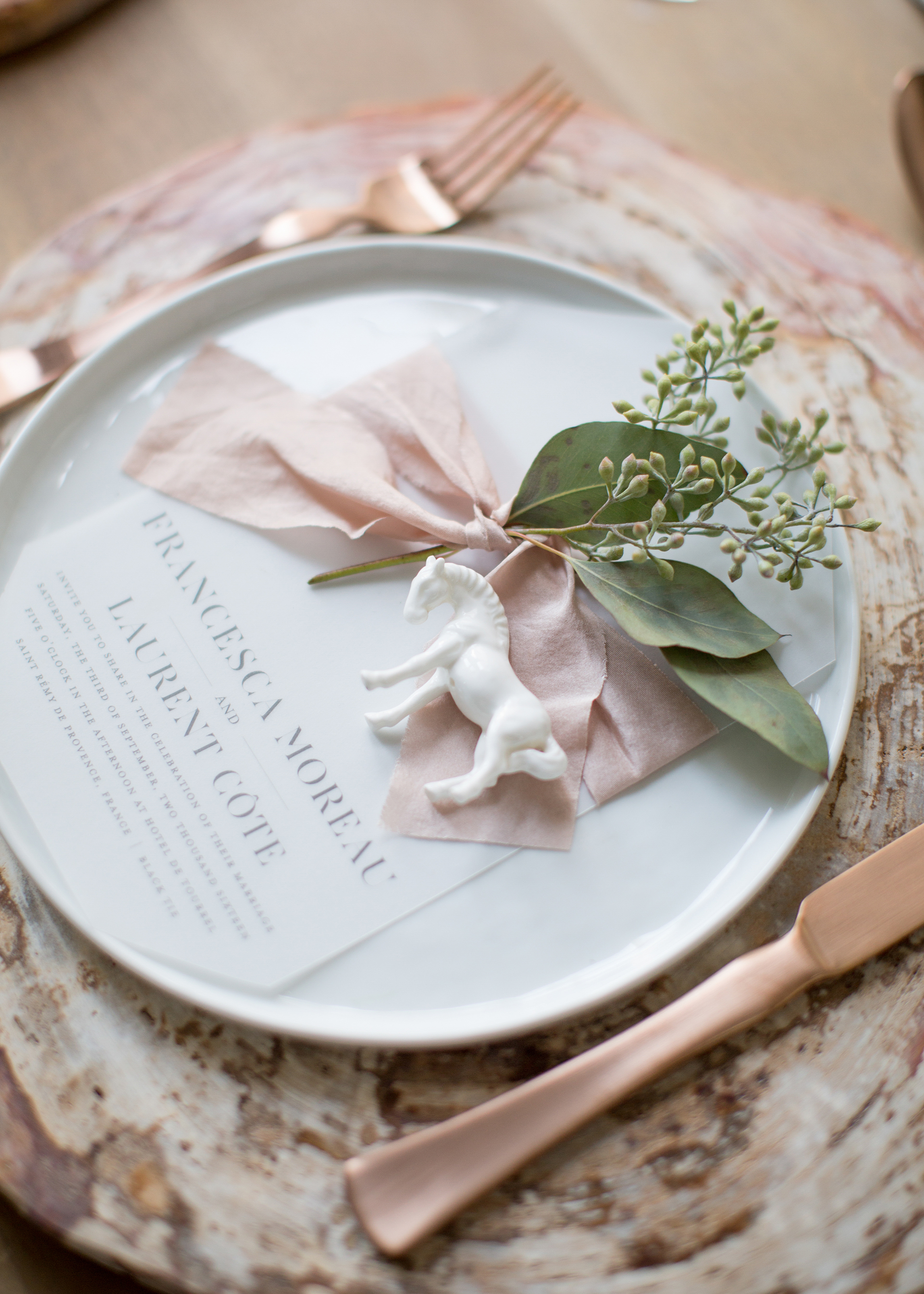 horse place setting decor