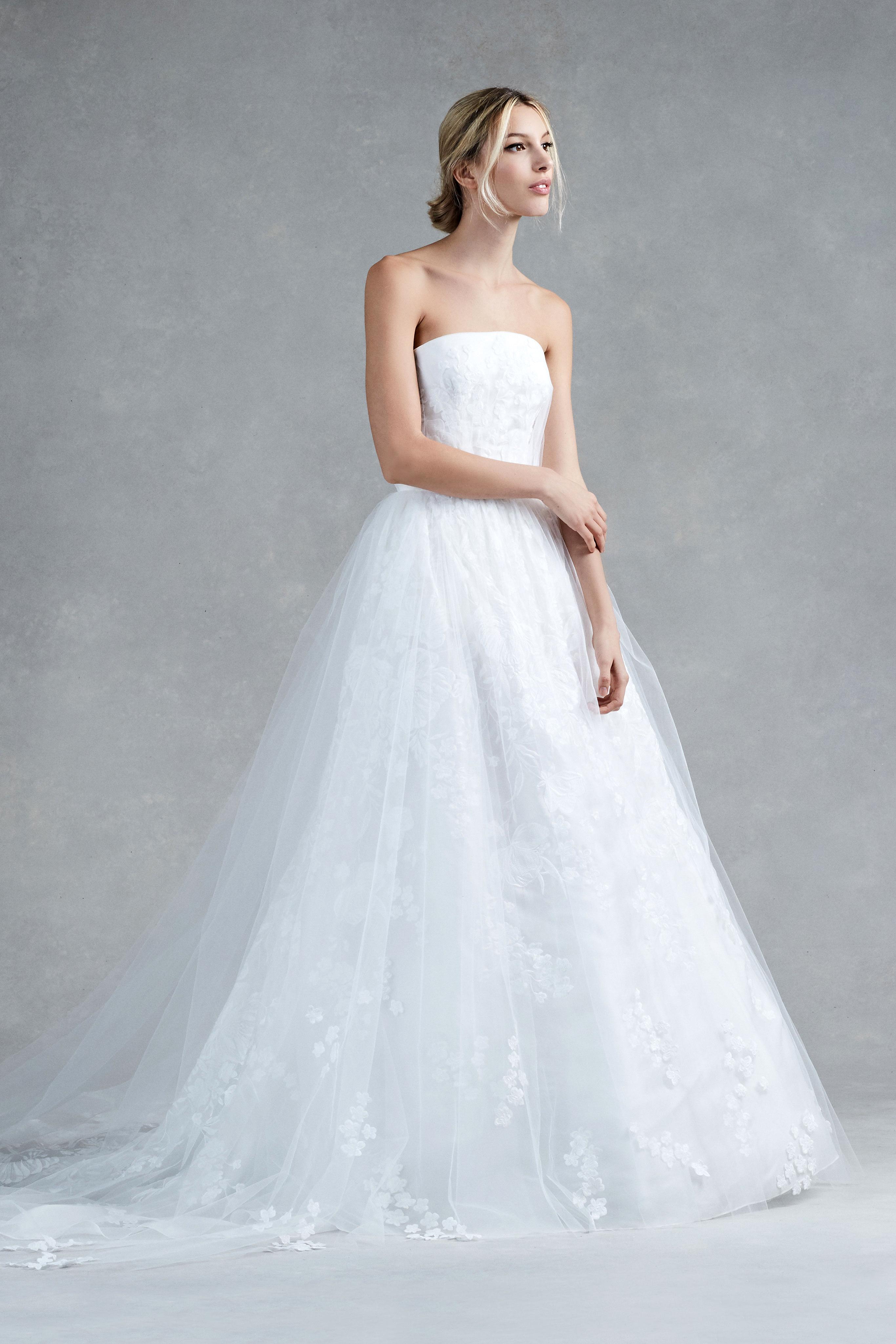 Oscar de la Renta Fall 2017 Wedding Dress Collection