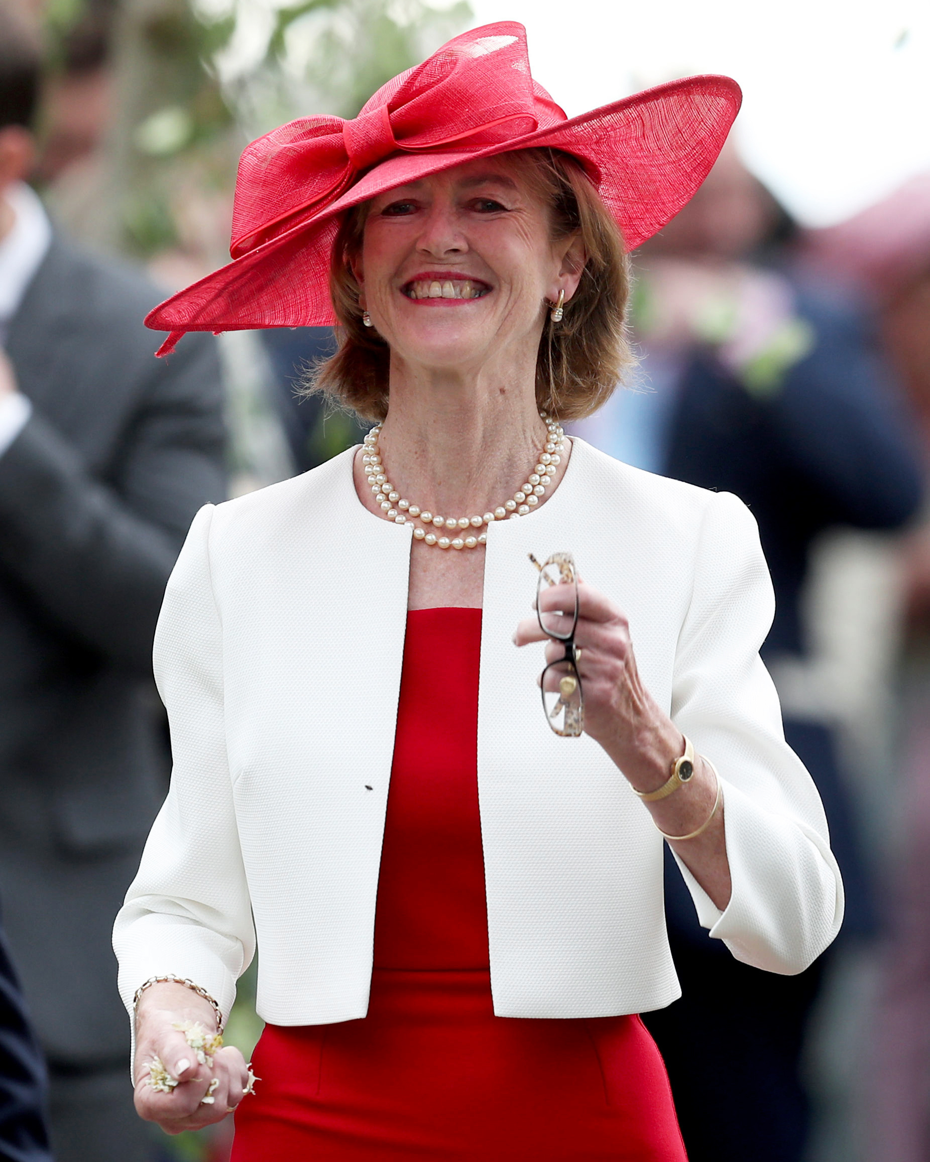 celebrity mother of the bride candida leslie red and white