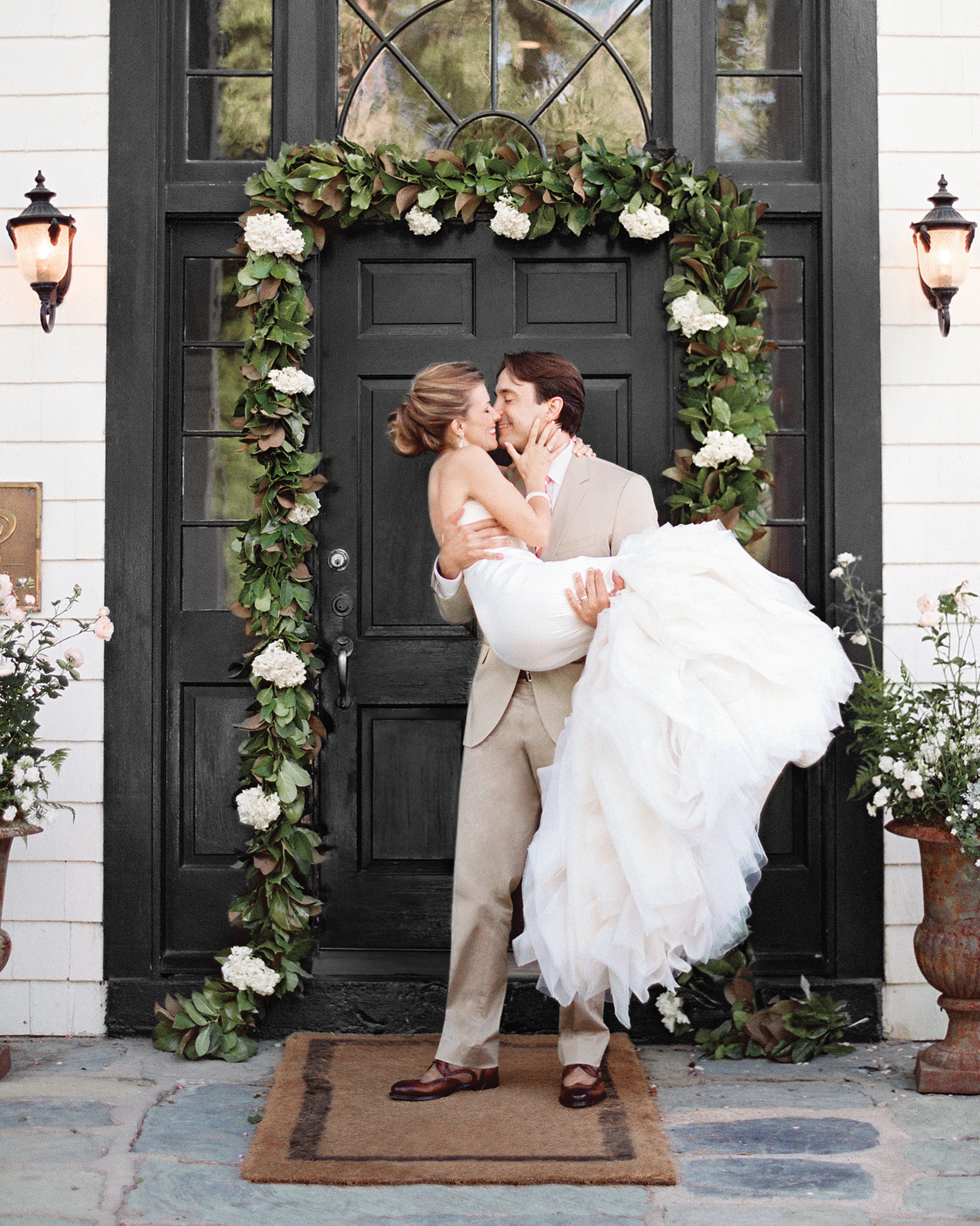 joanna-kyle-real-weddings-bride-groom-front-door-009012-r1-003-d111223.jpg